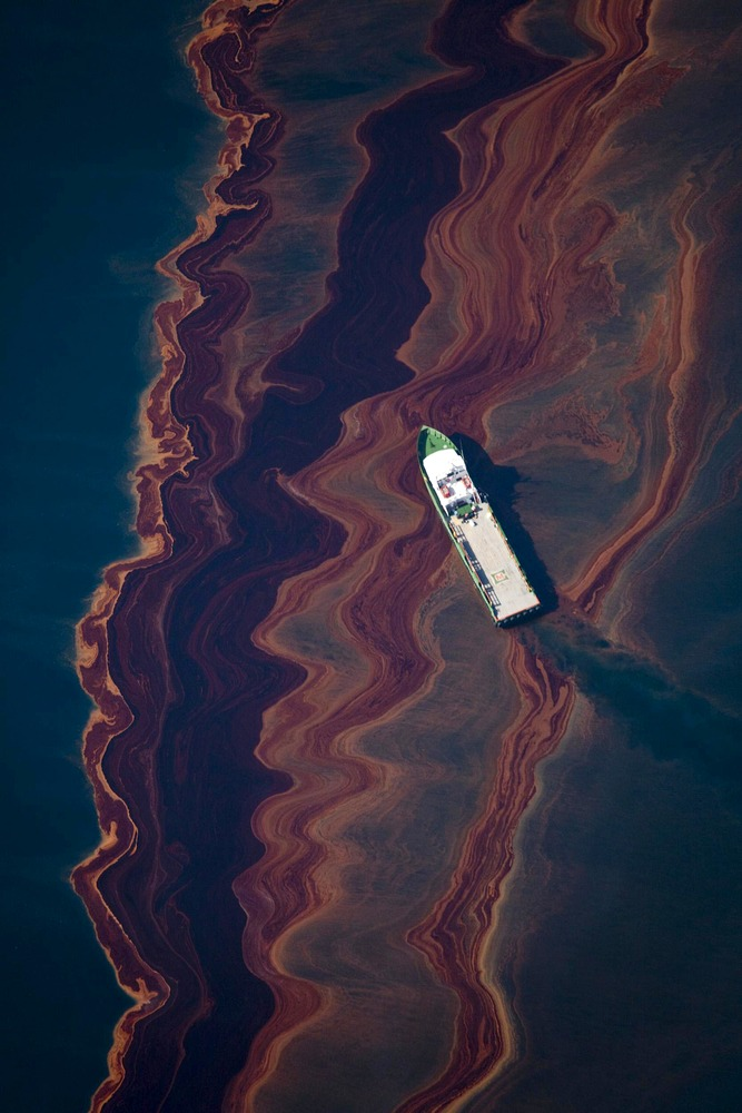 Image: An aerial view of the oil leaked from the Deepwater Horizon wellhead