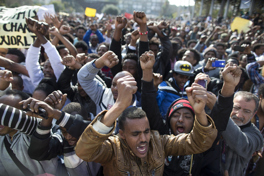 Thousands of African migrants protest Israel detention ...