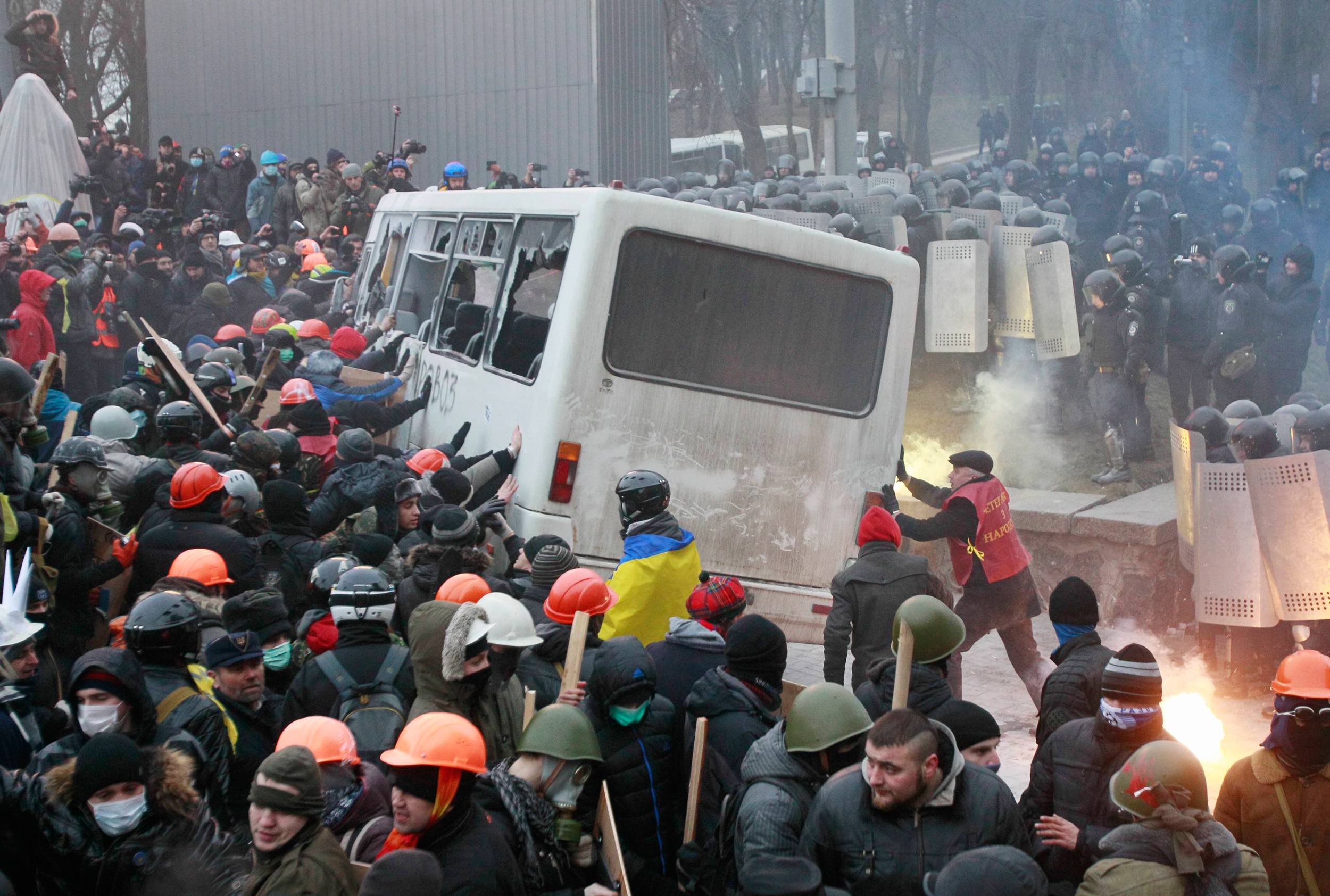 Ukraine protests turn into fiery street battles - World News