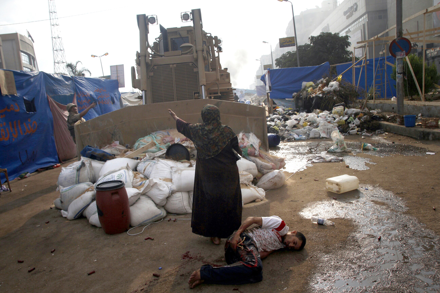 Hundreds killed as Egyptian police clear protest camps