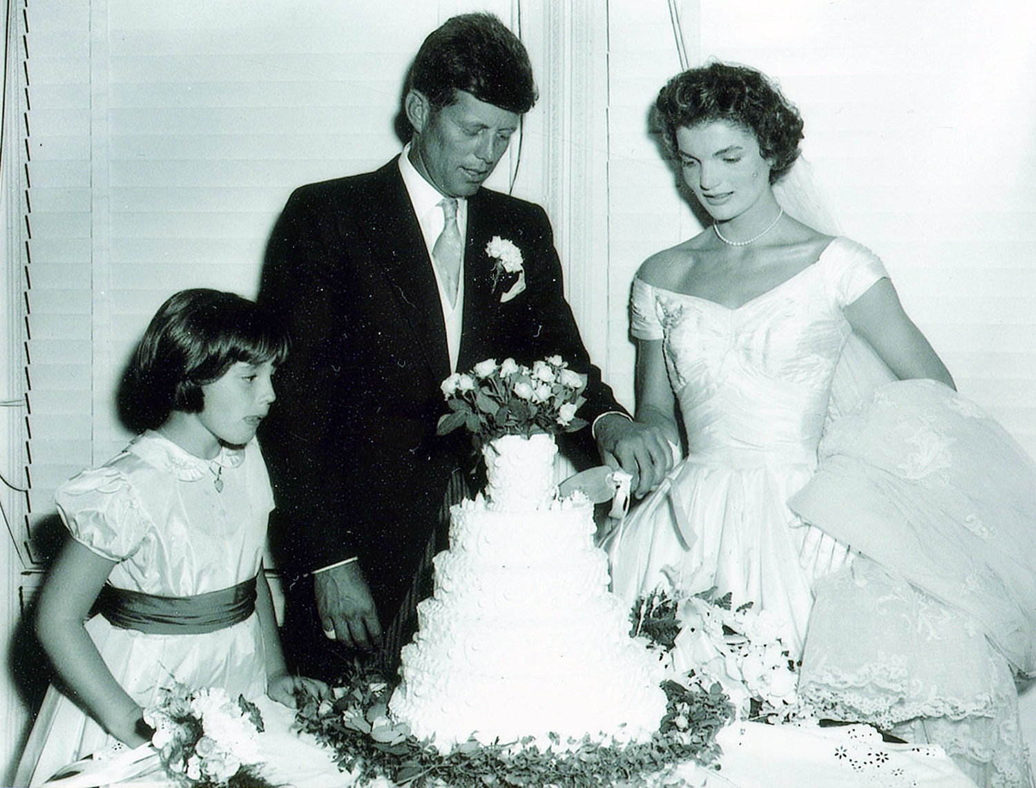 Never-before-seen wedding photos of JFK and Jackie Kennedy