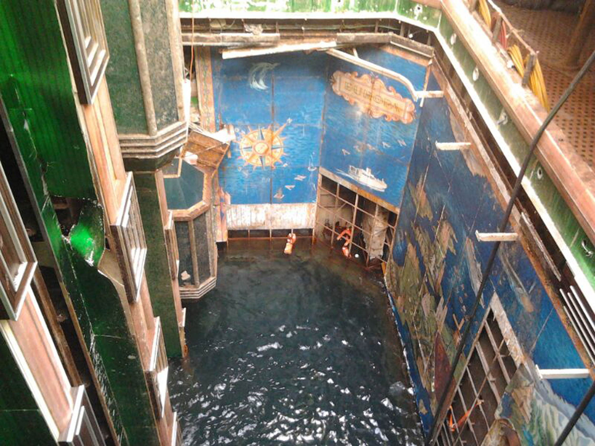 Frozen in time inside the sunken costa concordia nbc news for Inside pictures