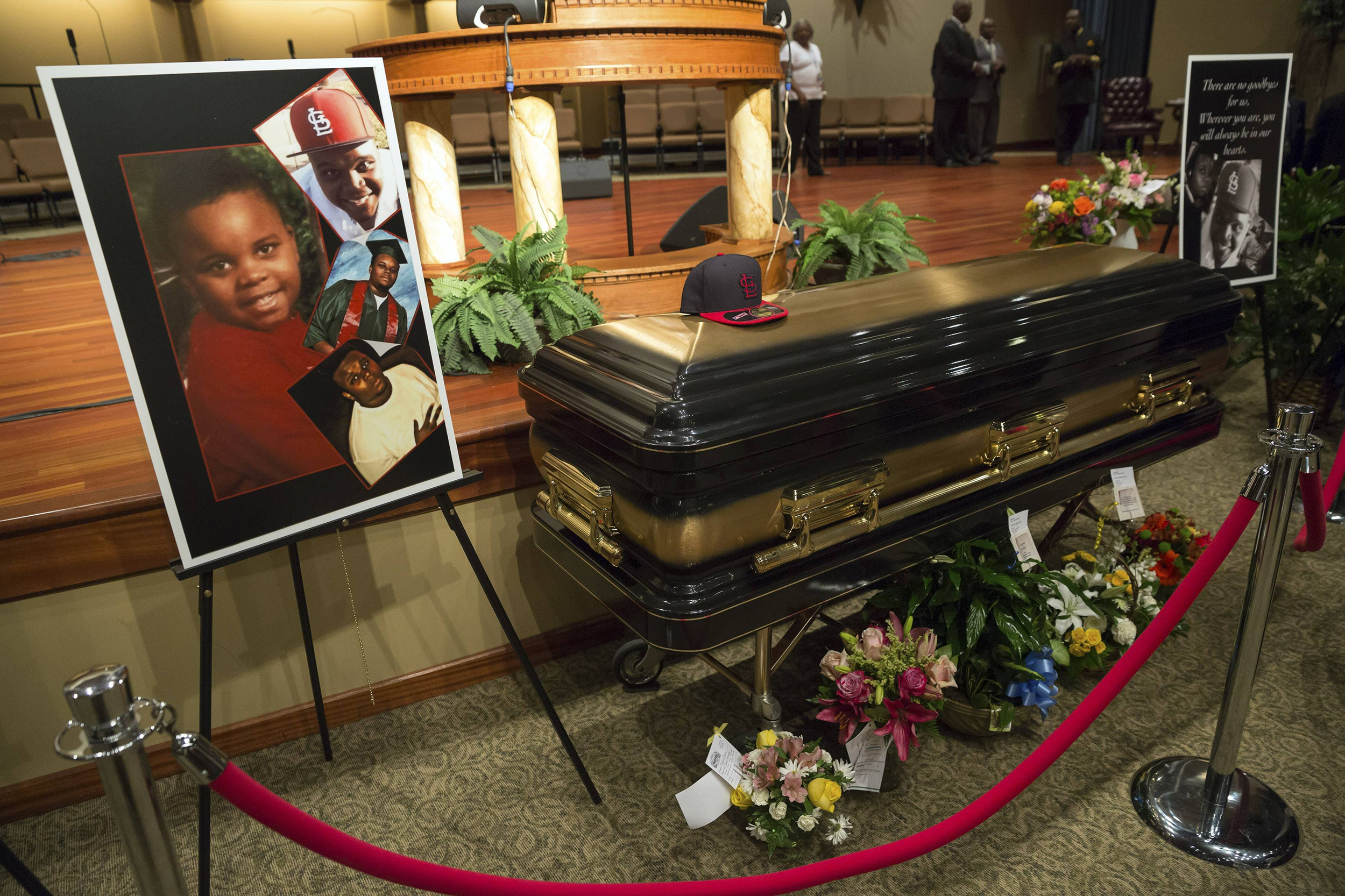 http://media1.s-nbcnews.com/i/MSNBC/Components/Slideshows/_production/ss-140825-michael-brown-funeral/ss-140825-michael-brown-funeral-10.jpg