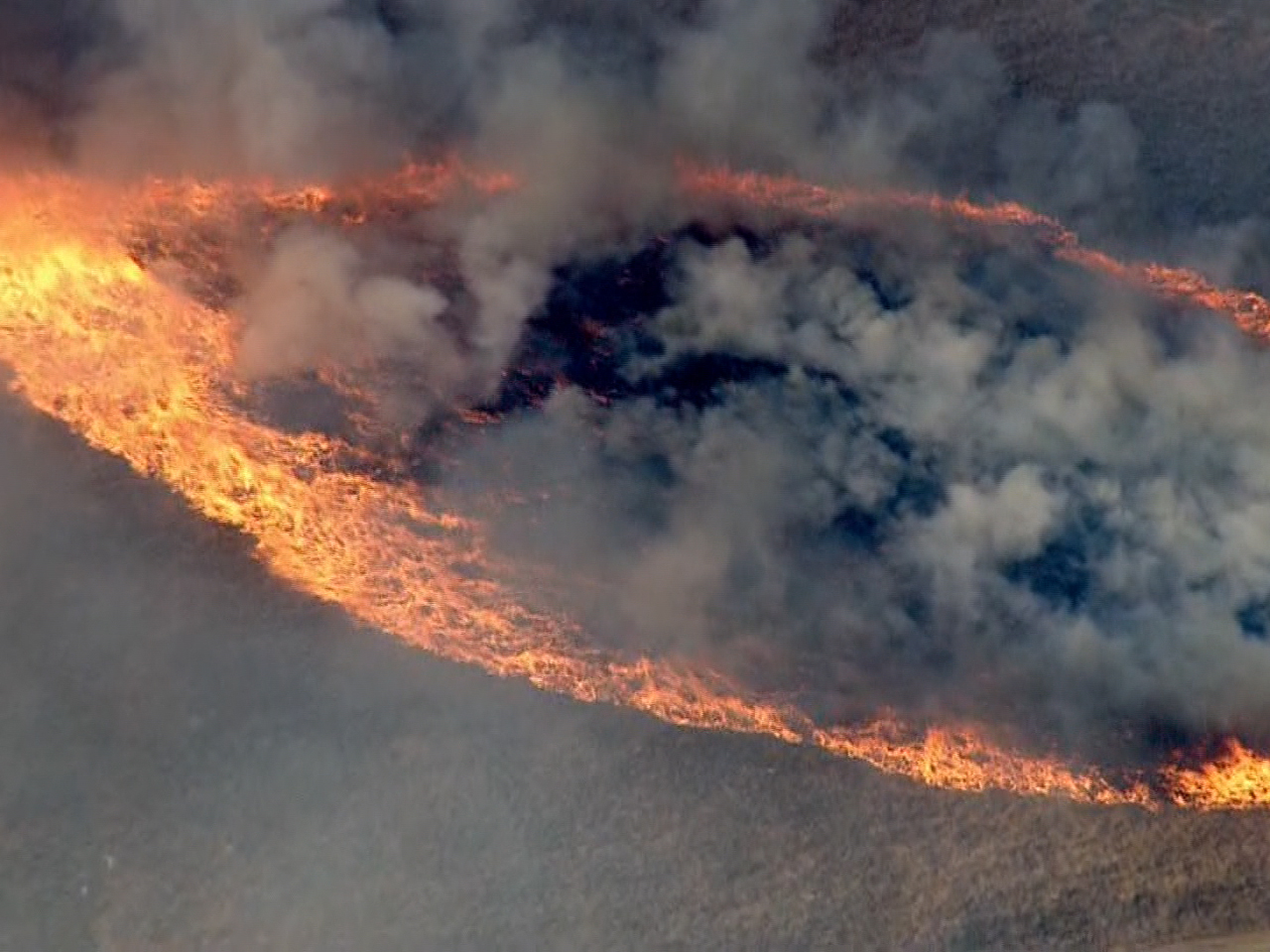 Property Brothers Apply Dangerous Wildfire Threatens Homes In Calif Today Com