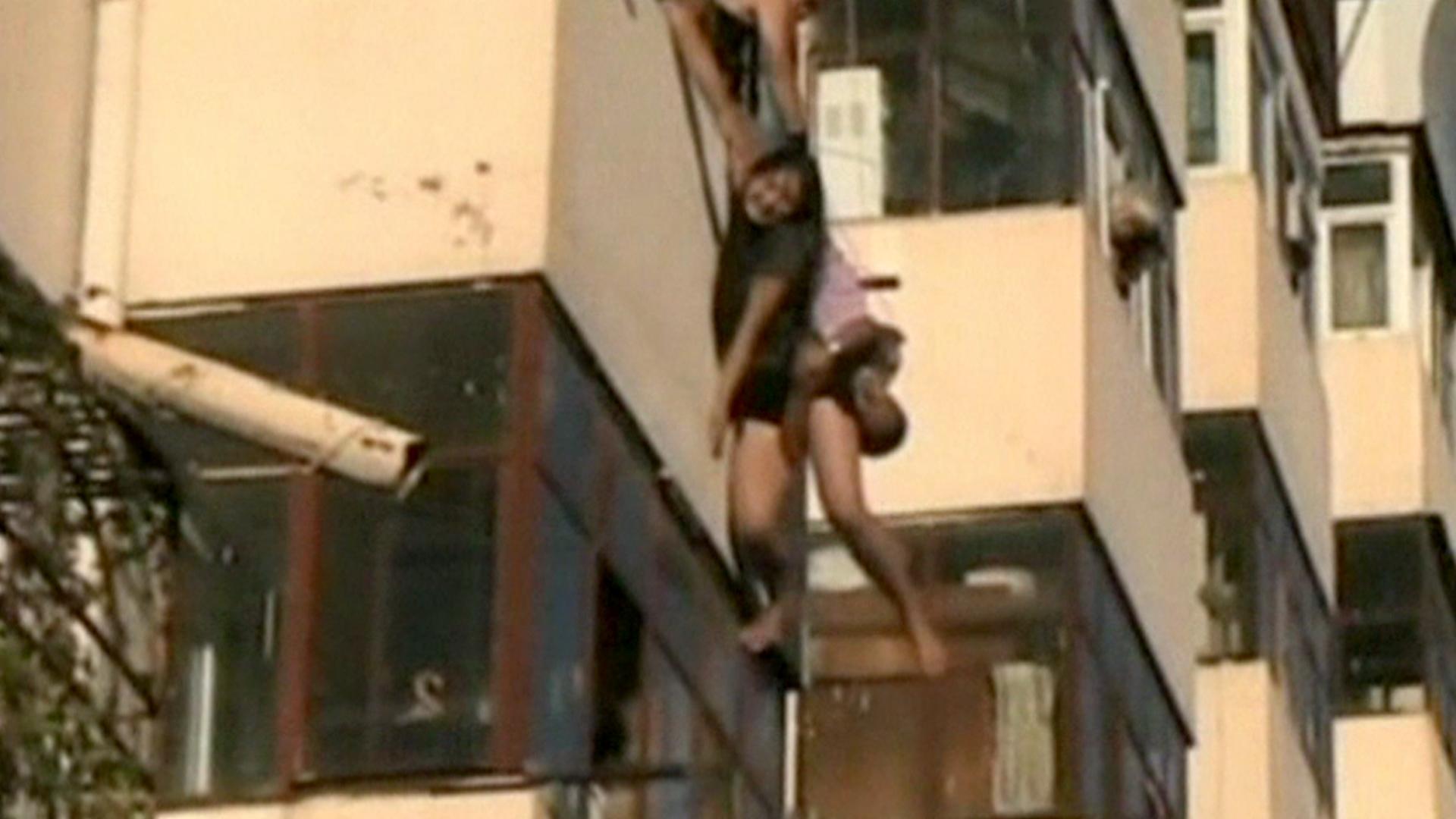 Влюбленные в харбине вываливаются с балконов новости телепор.