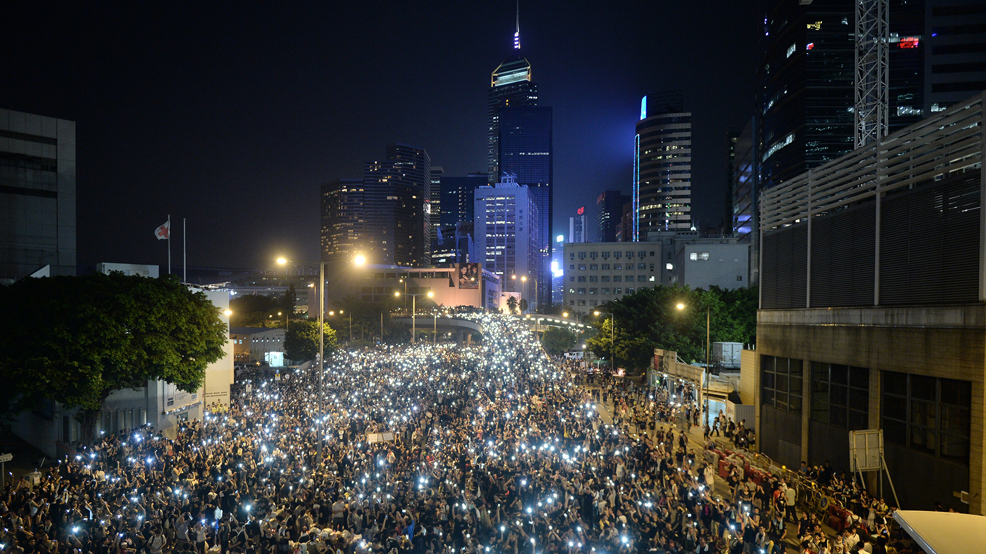 Hong Kong Cops Warn Pro-Democracy Protesters of 'Serious Consequences'