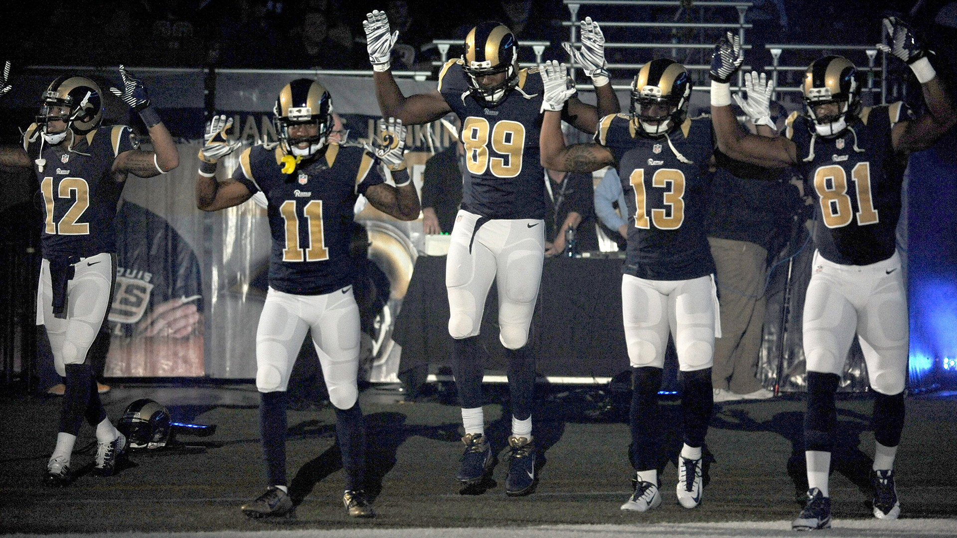 rams players 39 hands up don 39 t shoot 39 gesture sign of 39 respect 39 nbc news. Black Bedroom Furniture Sets. Home Design Ideas