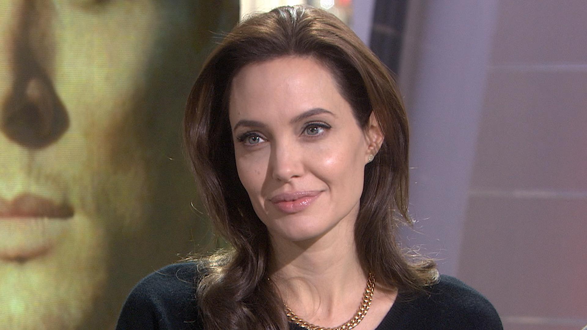 Video Angelina Jolie nude (69 photo), Pussy, Sideboobs, Feet, bra 2006
