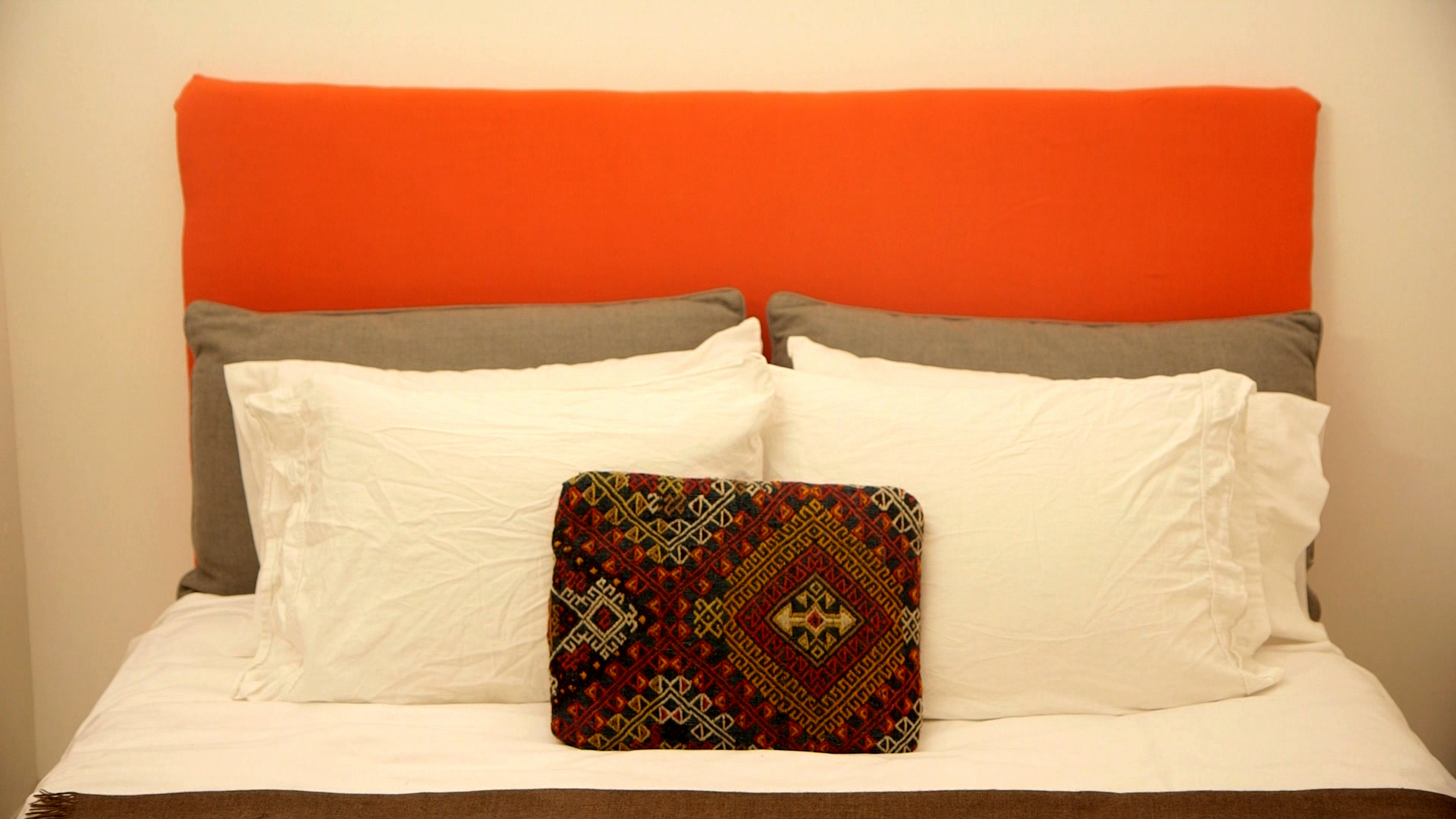 It\'s easier than it looks! Learn how to make your own headboard