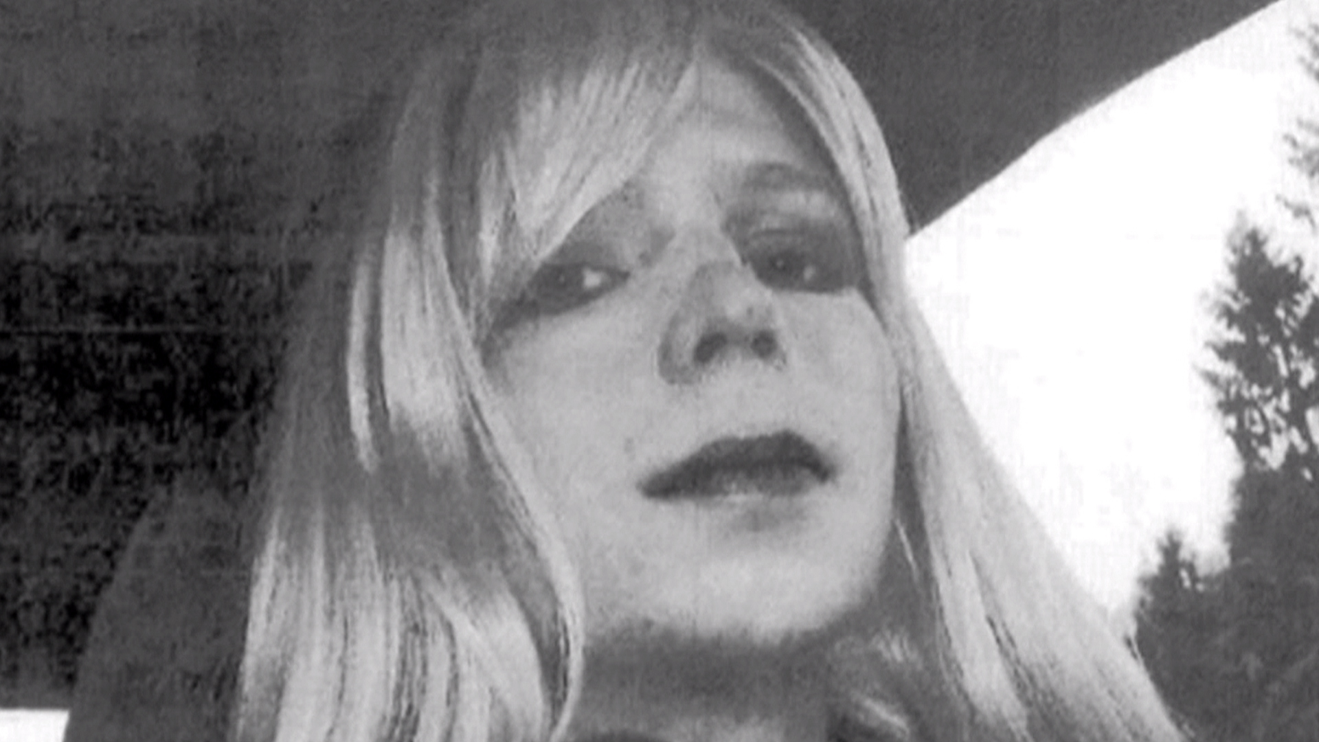 President Obama has commuted the sentence of Army leaker Chelsea Manning