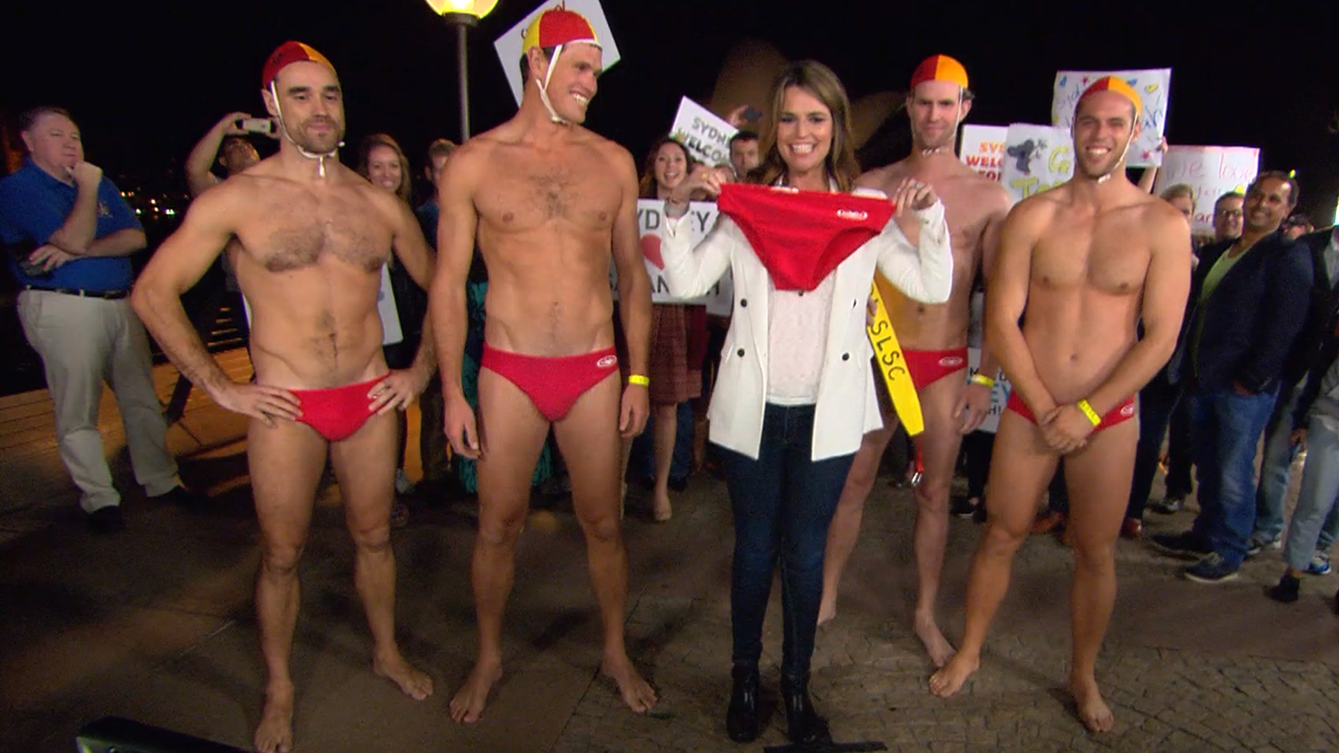 Savannah Hangs With Buff Lifeguards In Australia Today Com