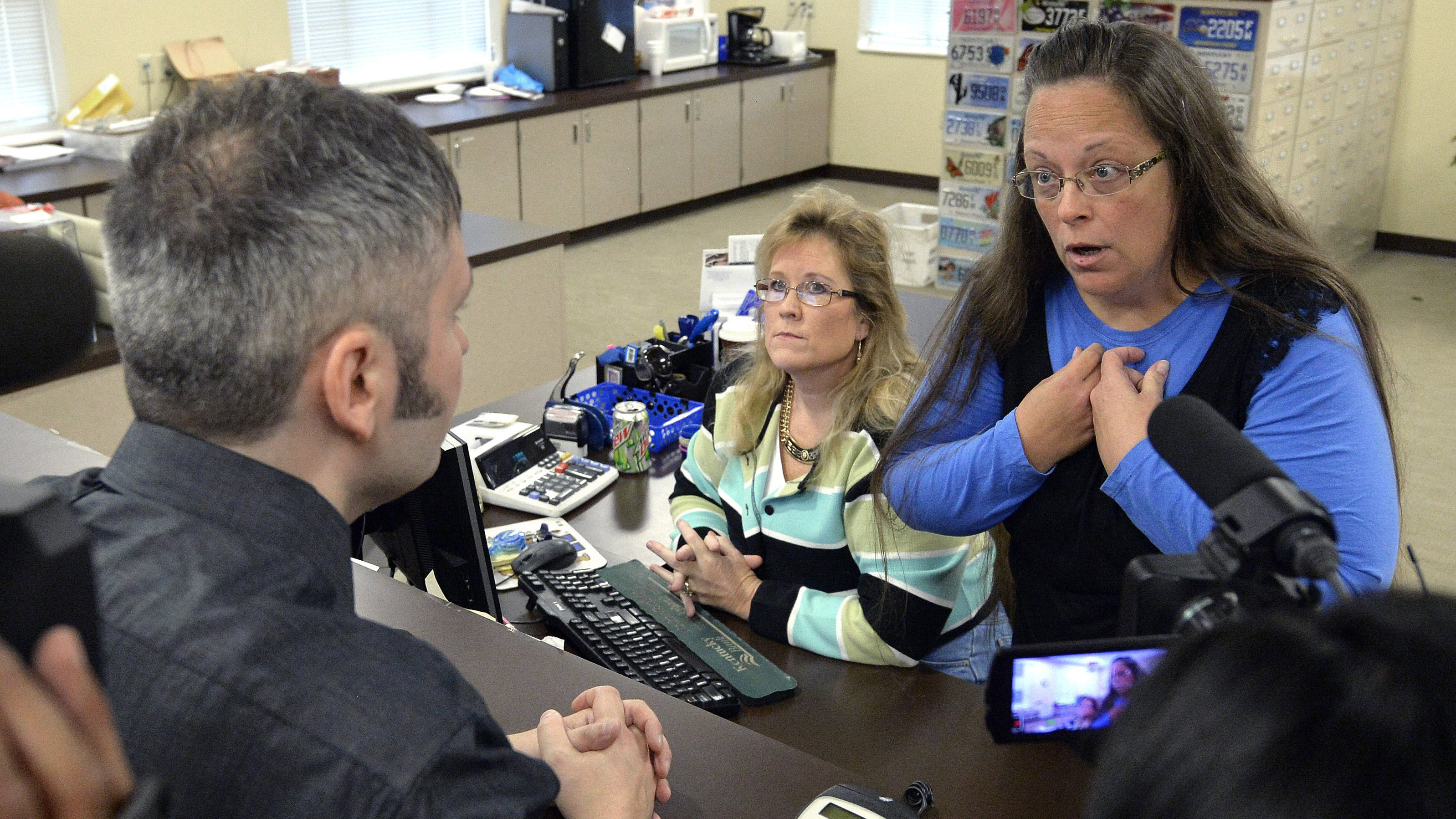 kentucky clerk kim davis defies supreme court turns down gay  kentucky clerk kim davis defies supreme court turns down gay couples nbc news