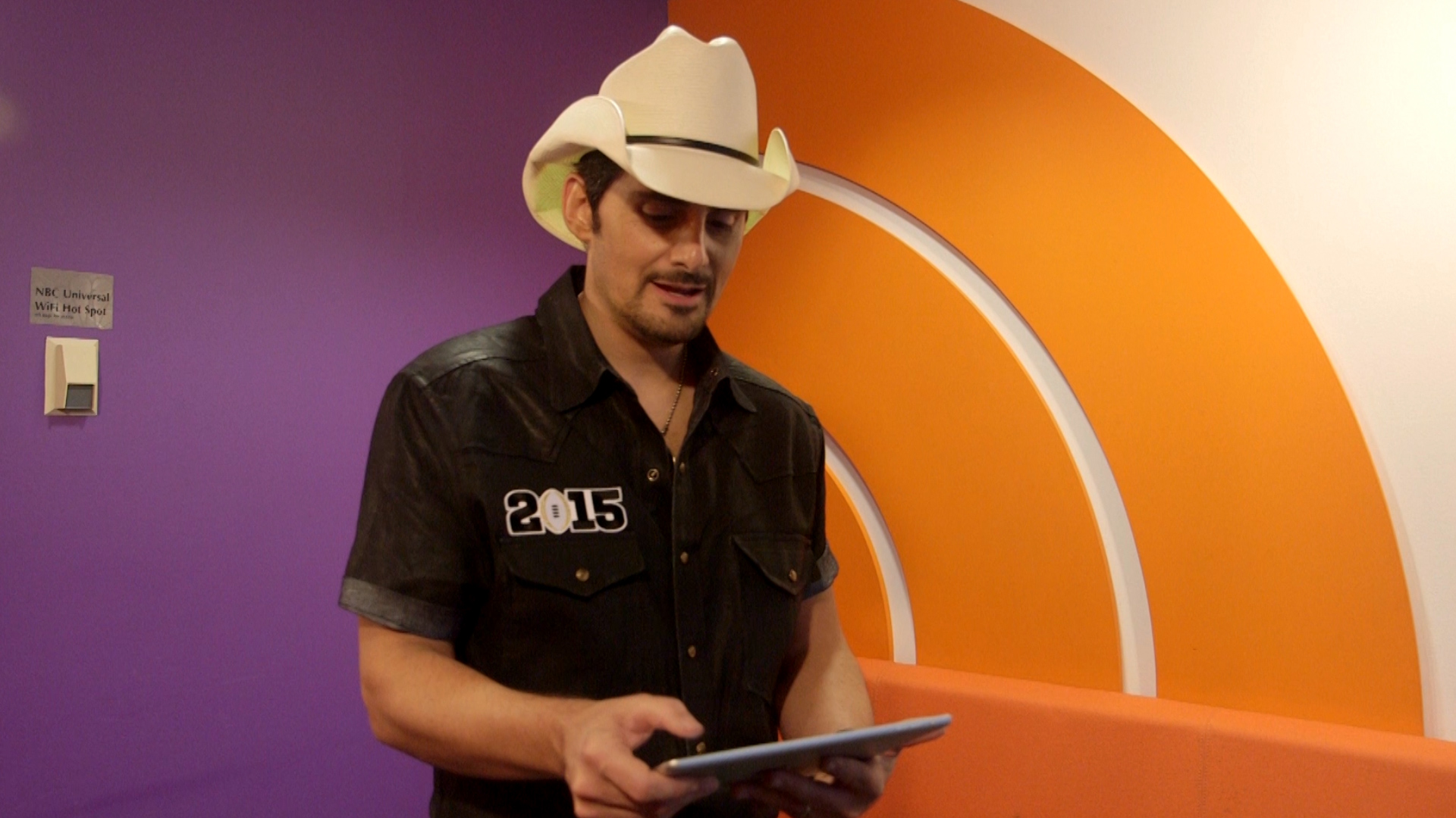 How many guitars does brad paisley own for How many kids does brad paisley have