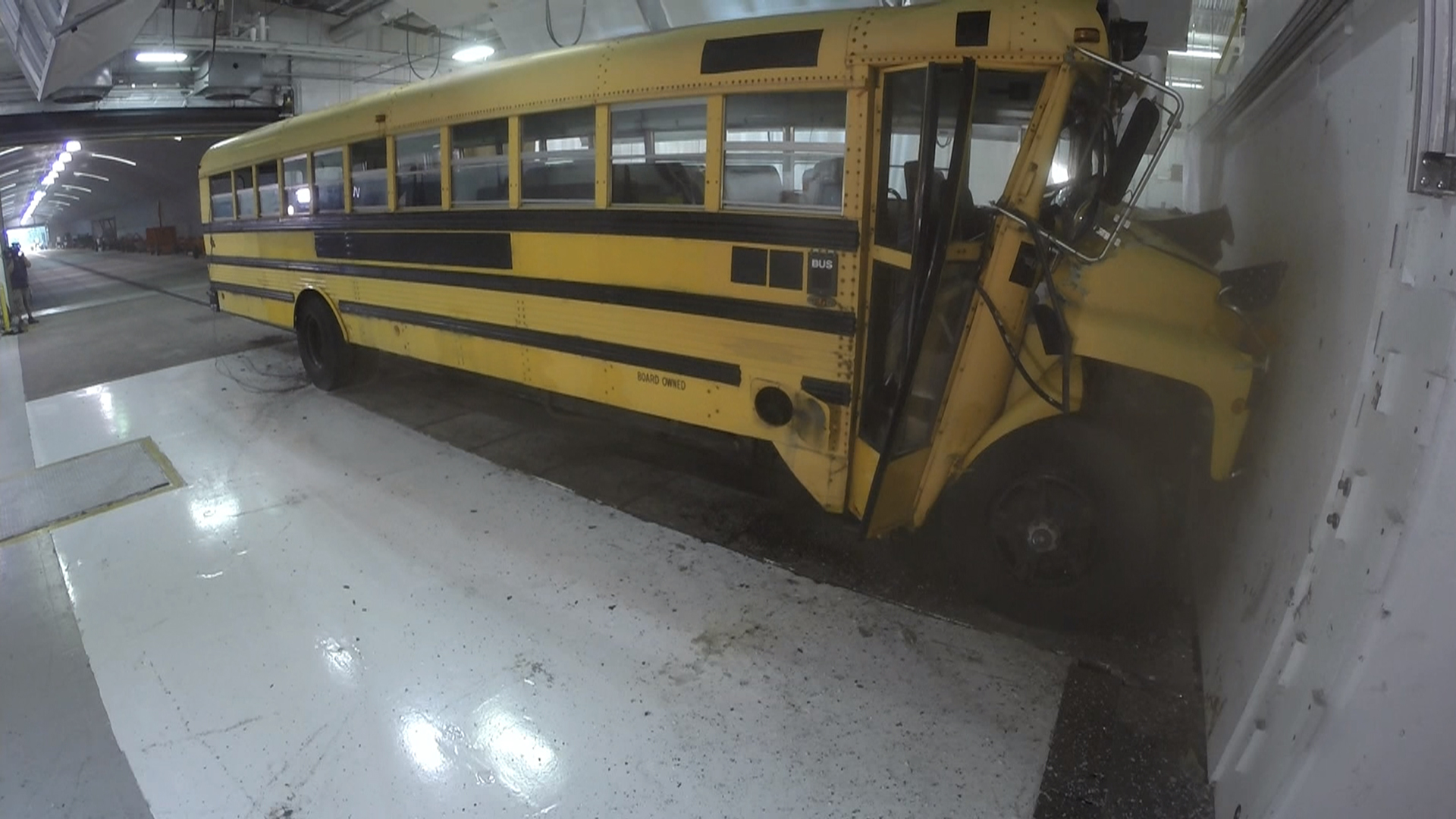 Rossen Reports: Why don\'t most school buses have seat belts?