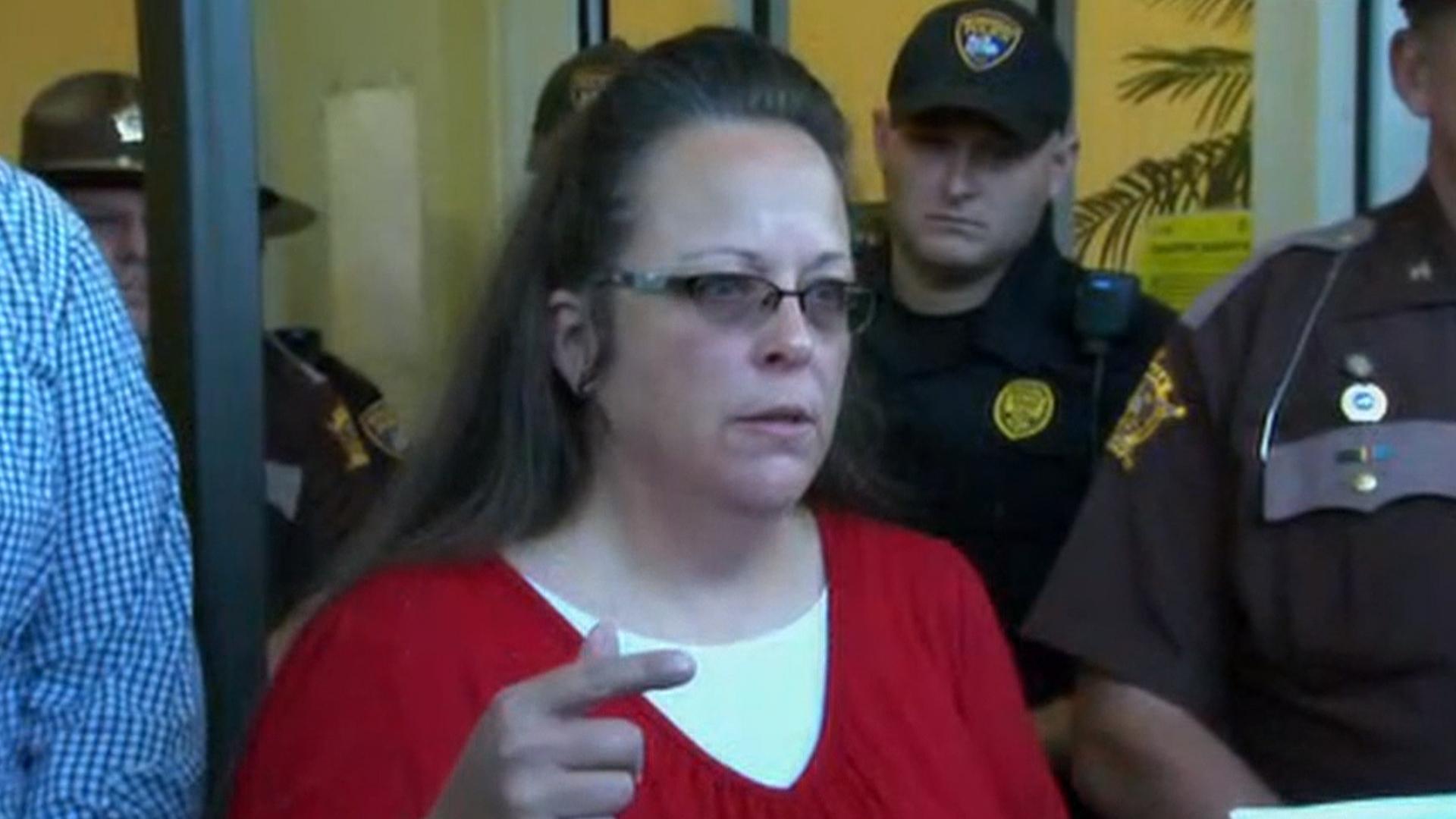 Kim Davis: I won't stop deputies issuing same-sex marriage ...