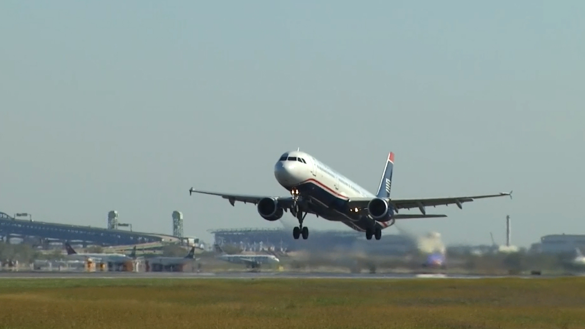 American Airlines to offer 'no-frills' fares