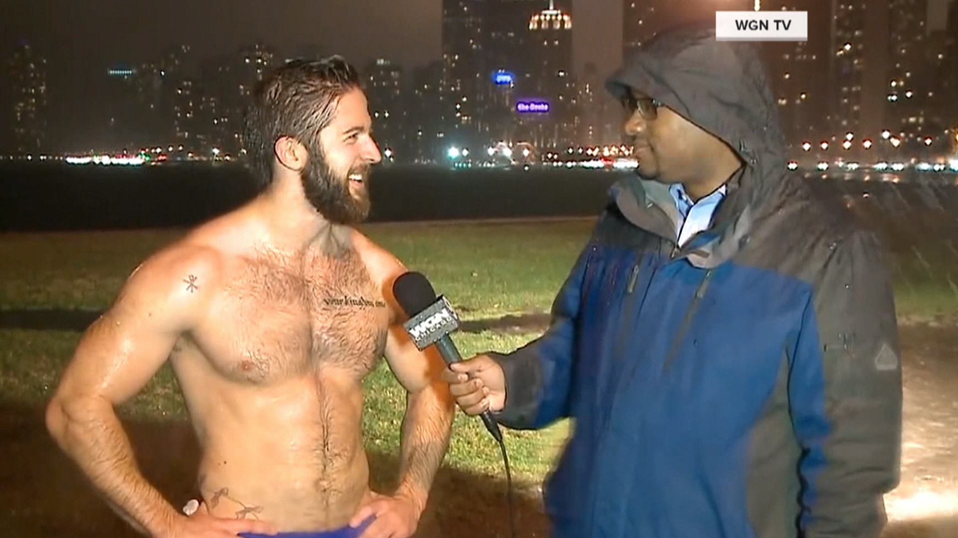 Guy Running Shirtless In Chicago Announces He S Single