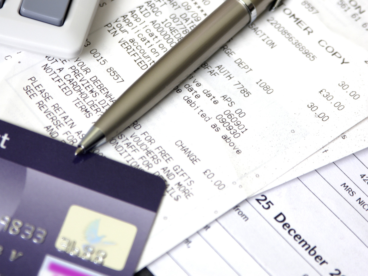 4 tips to improve a low credit score