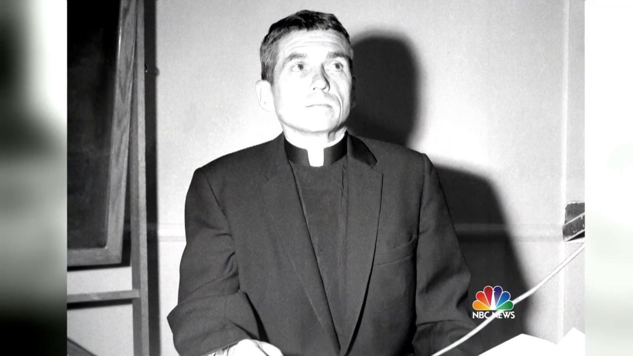 Daniel Berrigan, Jesuit Priest Who Opposed Vietnam War, Dead at 94 - NBC News