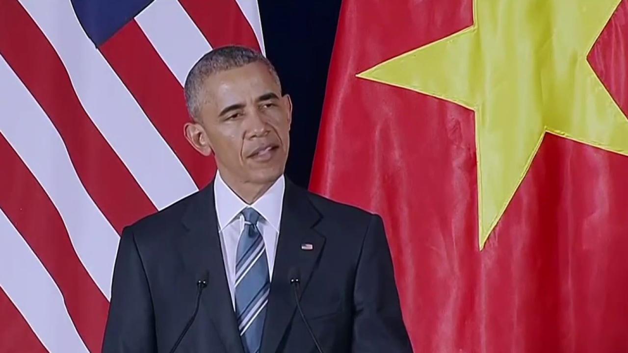 Obama travels to Vietnam, lifts embargo