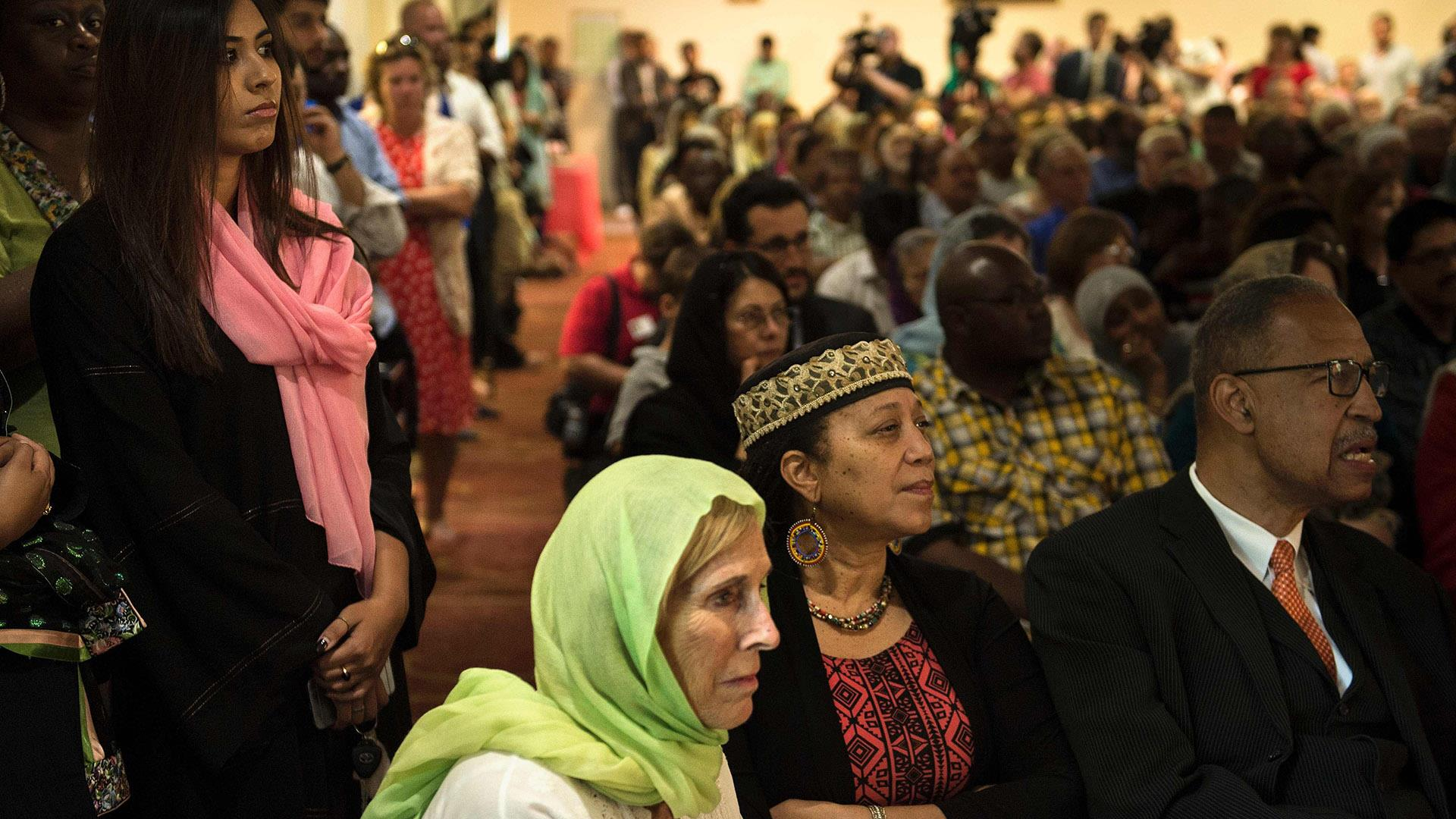 Packed Mosque Welcomes Muhammad Ali Home to Louisville, Kentucky