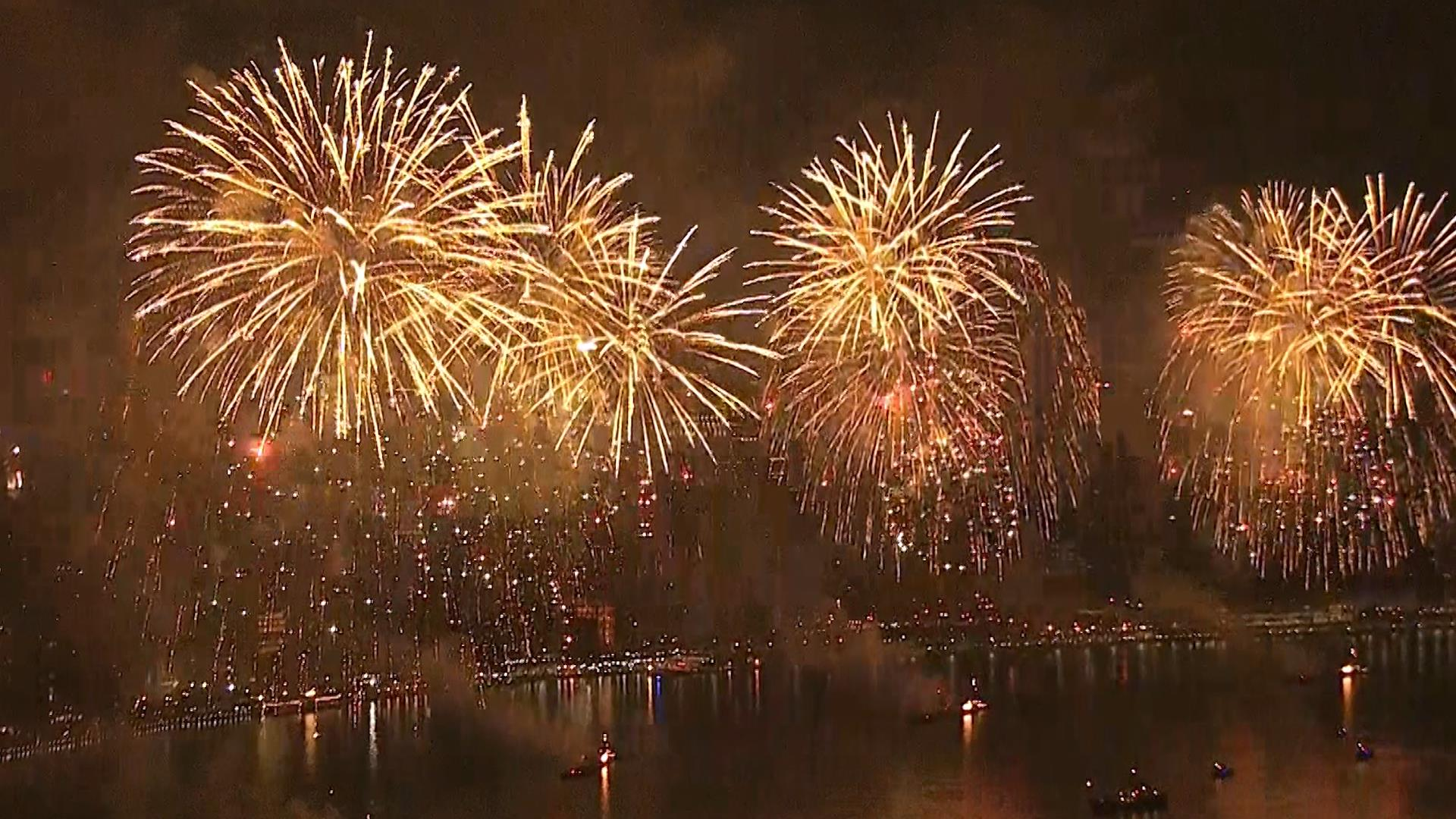 physics of fireworks What is fireworks fireworks are a conventional piece of numerous festivals, including new years eve there is a physics and chemistry involved in the making of fireworks.