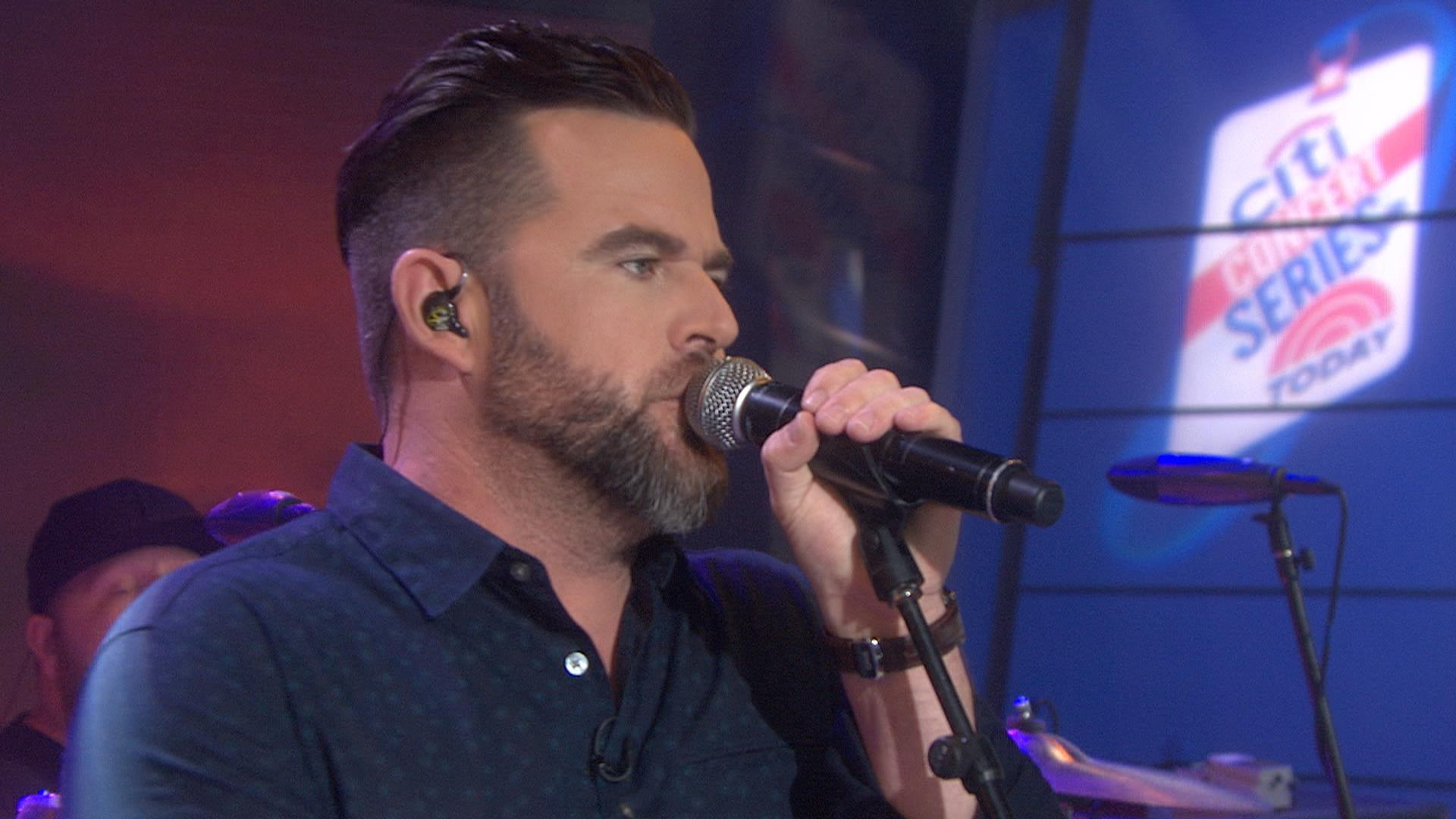Country singer David Nail performs single \'Night\'s On Fire\' - TODAY.com