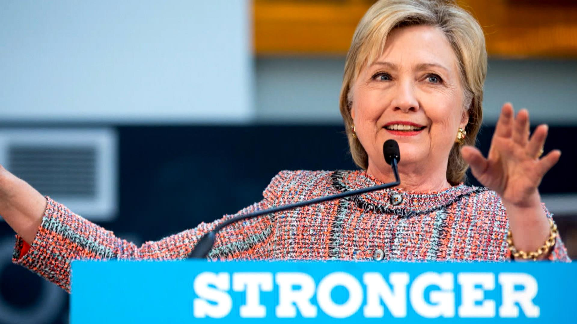 Obama Campaigns With Clinton Amid FBI Investigation