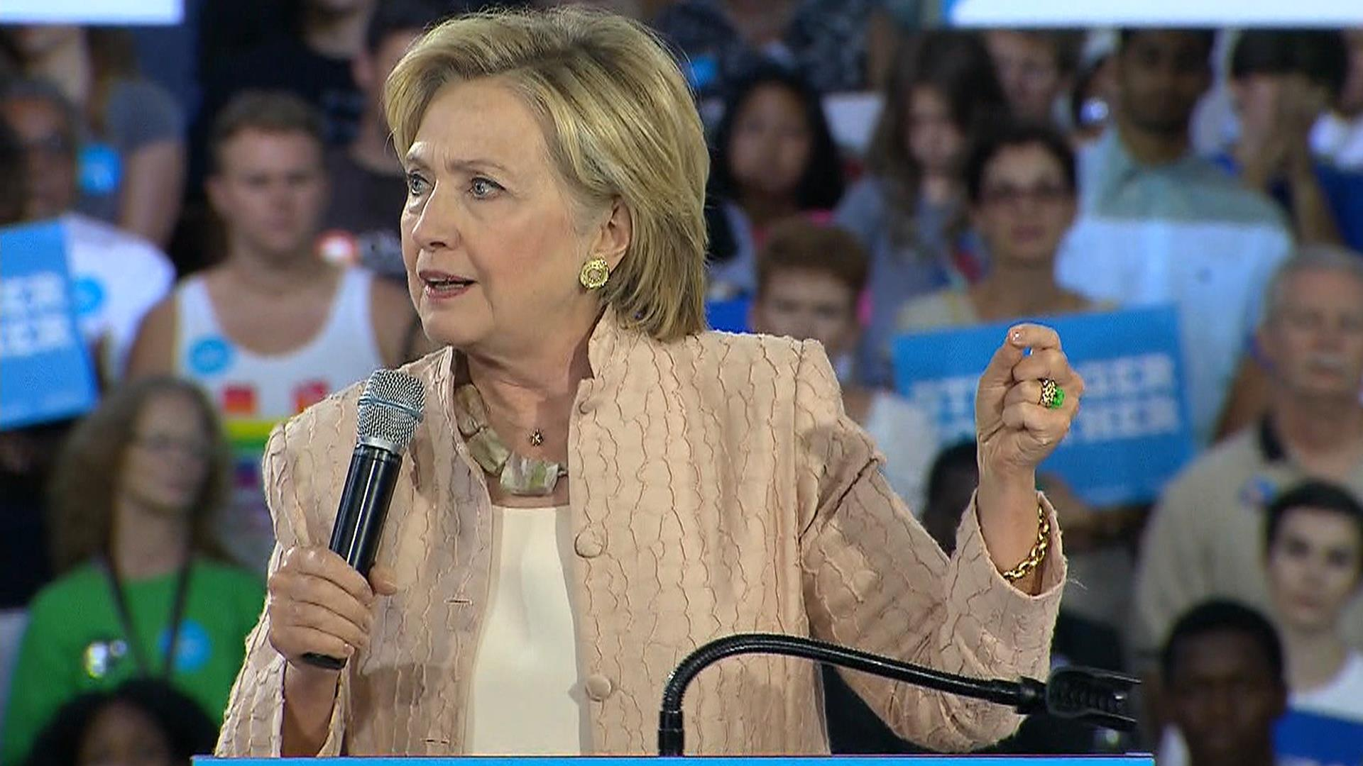 Hillary Clinton reportedly says Colin Powell suggested private email account