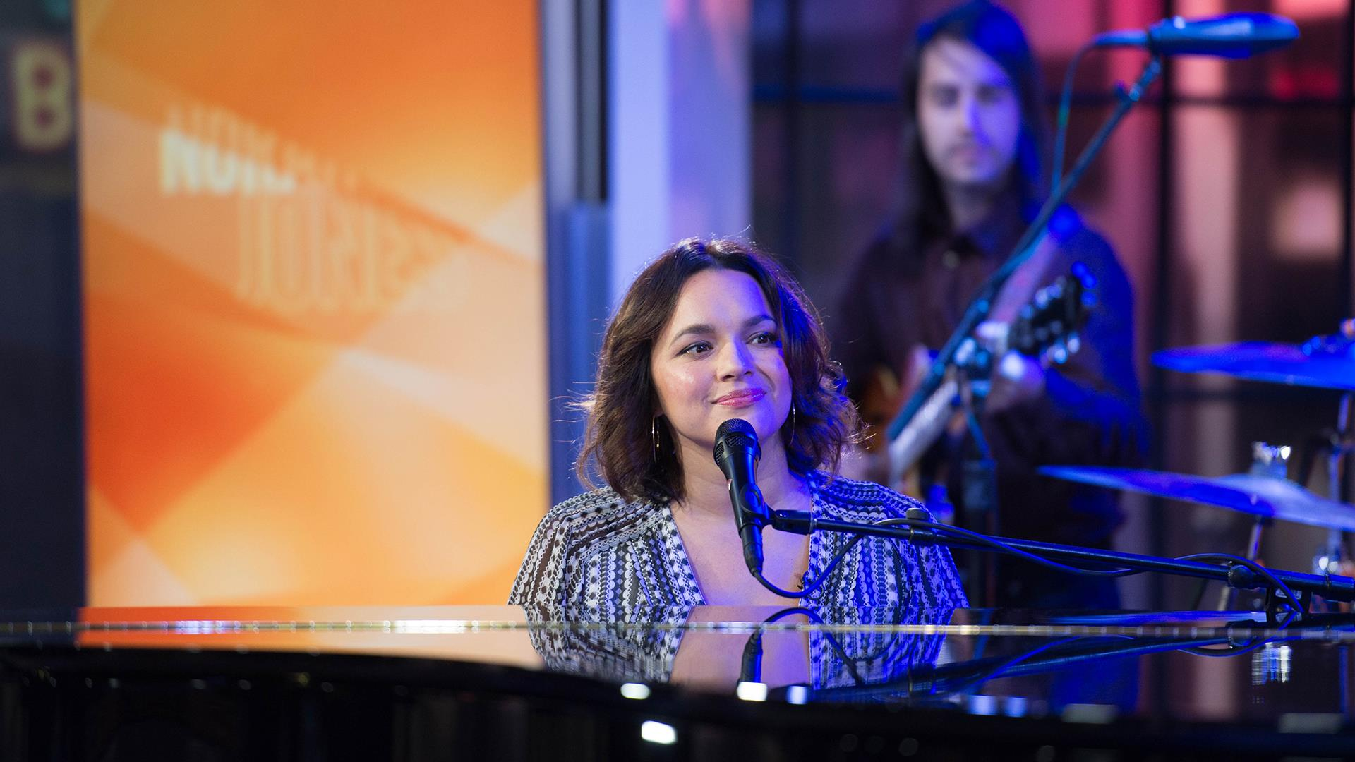 Norah Jones performs \'Carry On\' live on TODAY