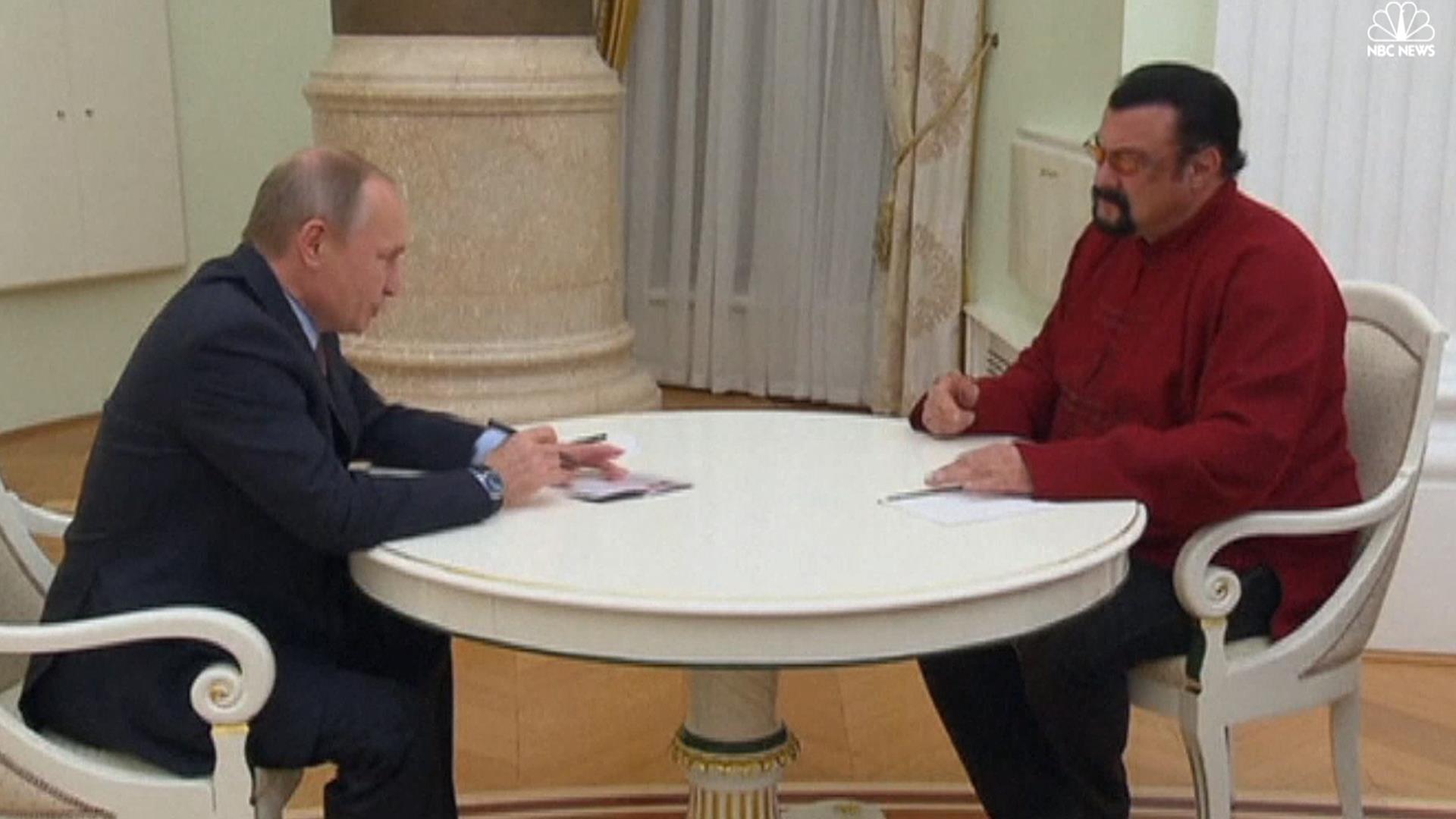 Vladimir Putin presented a Russian passport to Steven Sigalu 25.11.2016 91