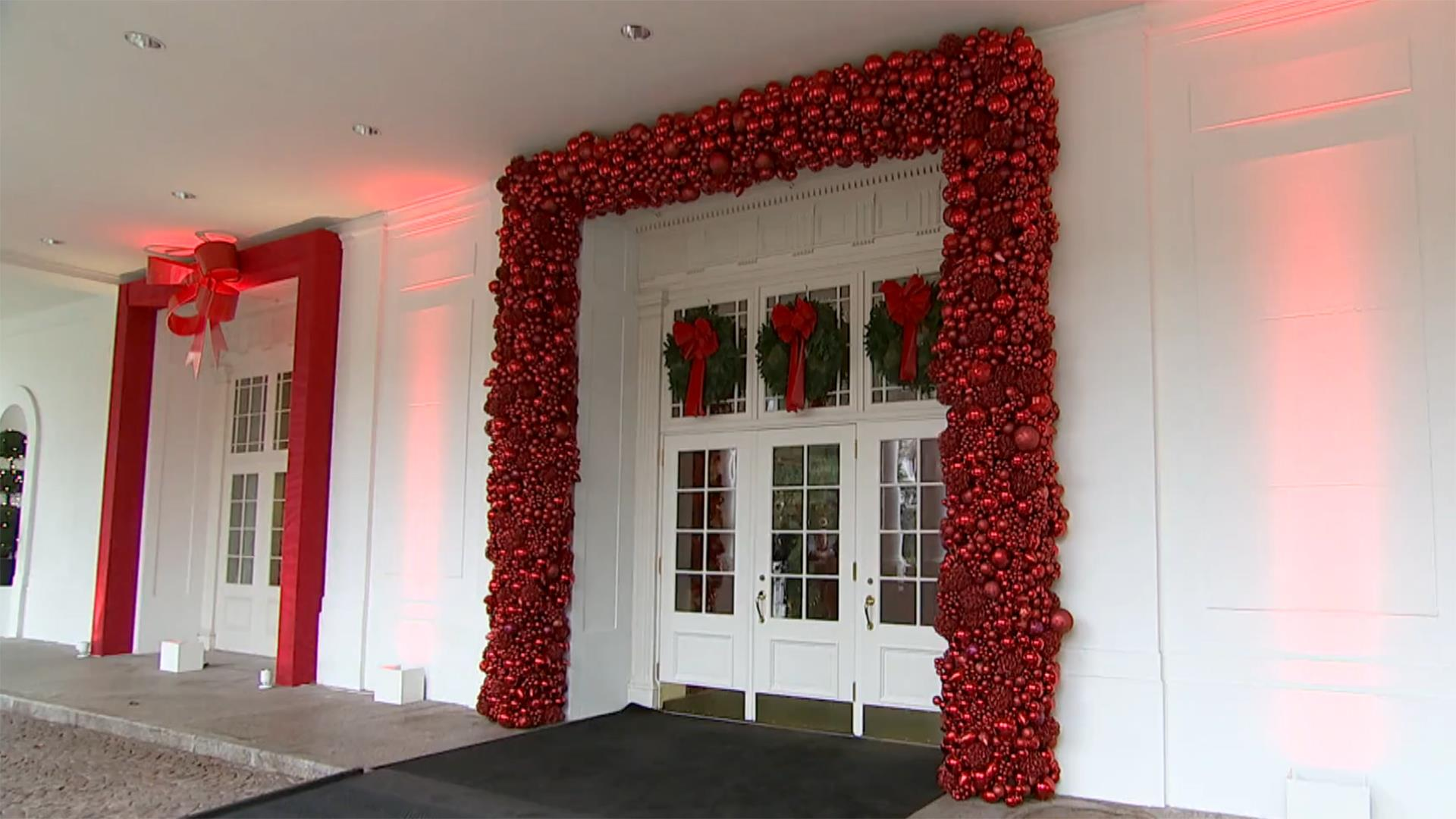 & An Inside Look at the White House\u2019s 2016 Christmas Decorations