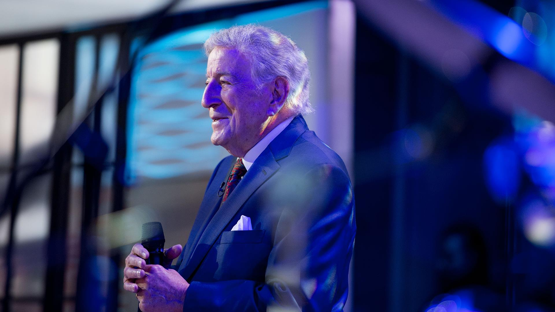 Watch Tony Bennett sing 'White Christmas' live on TODAY - TODAY.com