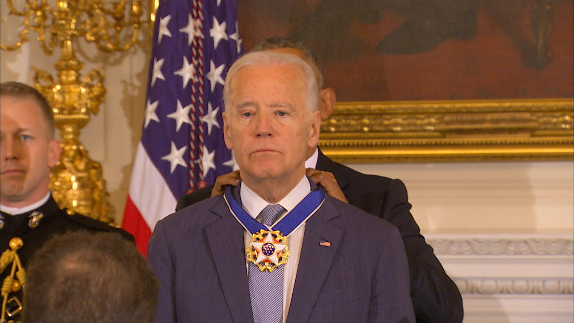 f_bidenmedal_170112 obama awards presidential medal of freedom to biden nbc news