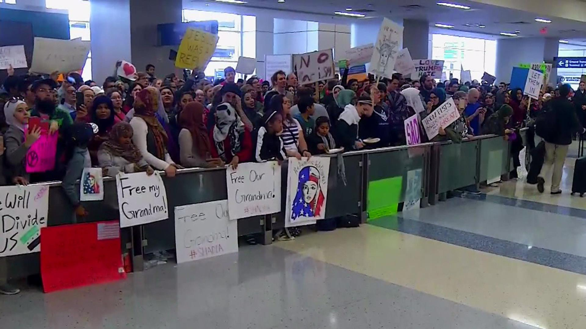 Obama rejects Trump immigration orders, backs protests
