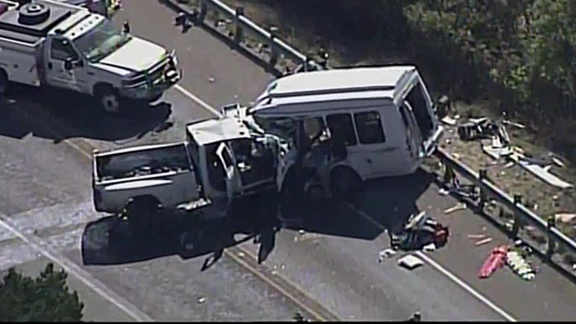 12 people die in church bus crash in Concan, Texas - NBC News
