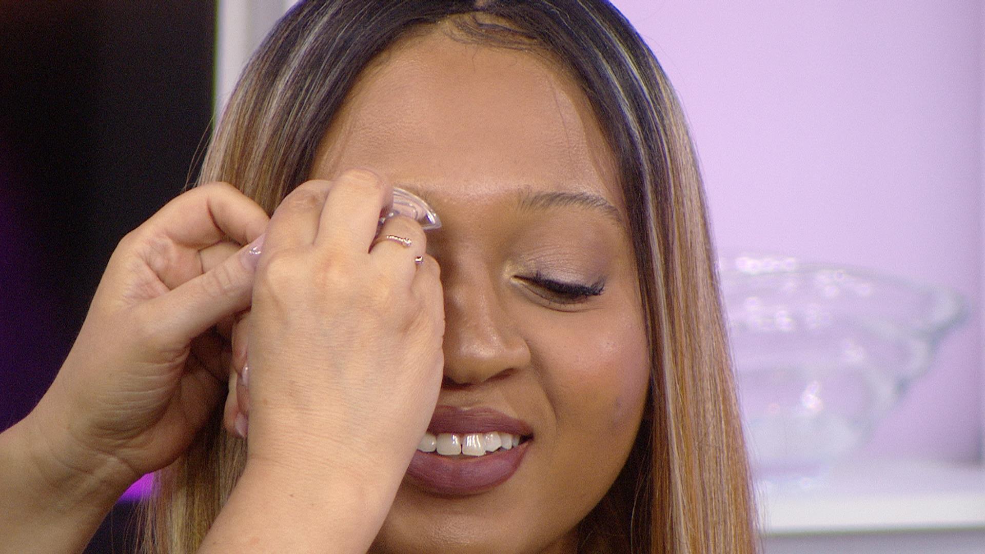 Rihannas British Vogue Cover Features Pencil Thin Eyebrows