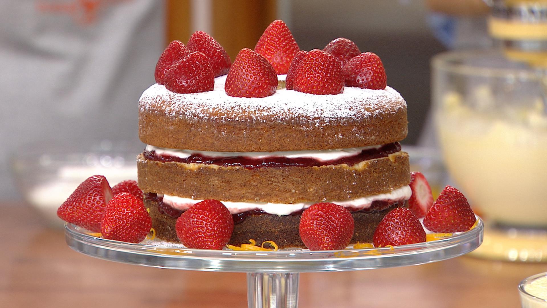 Make orange blossom strawberry sponge cake for a sweet ...