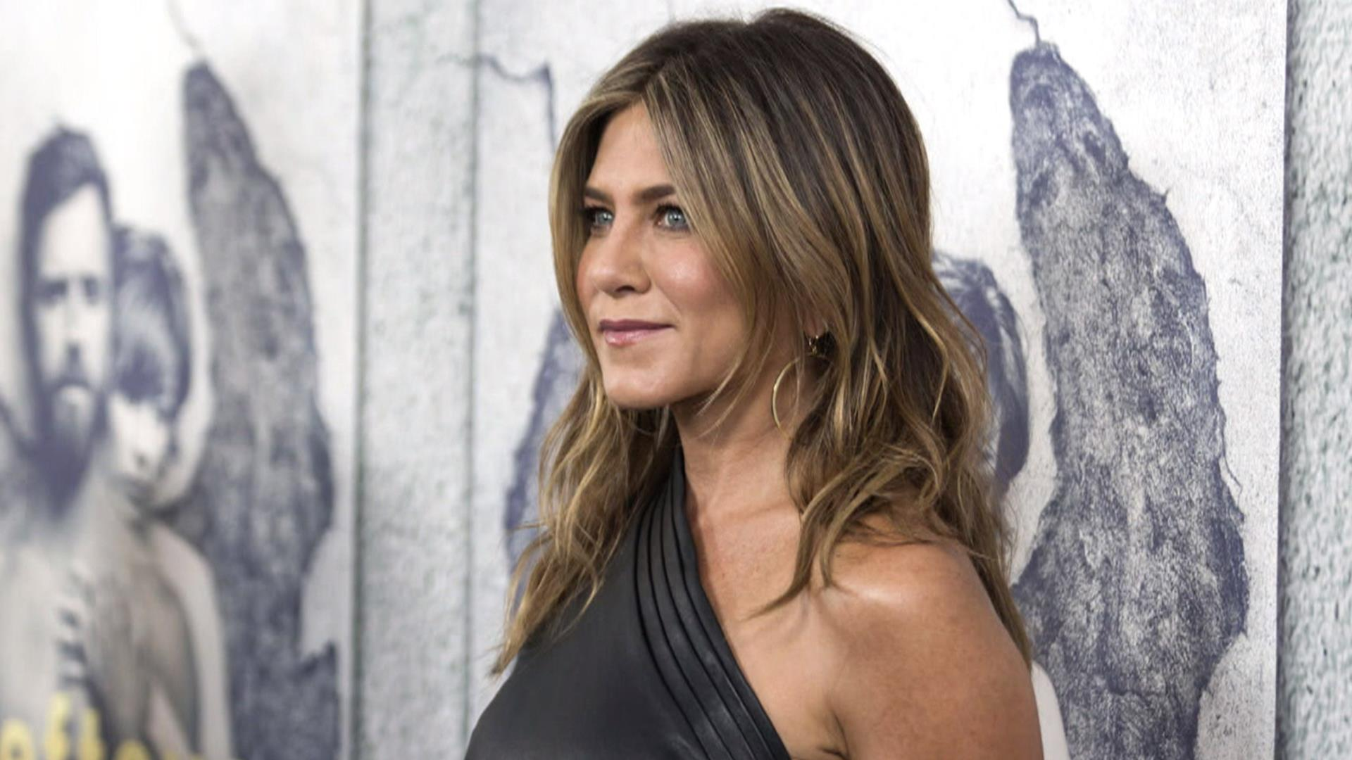 photo Jennifer Aniston talks about body-shaming in Vogue interview