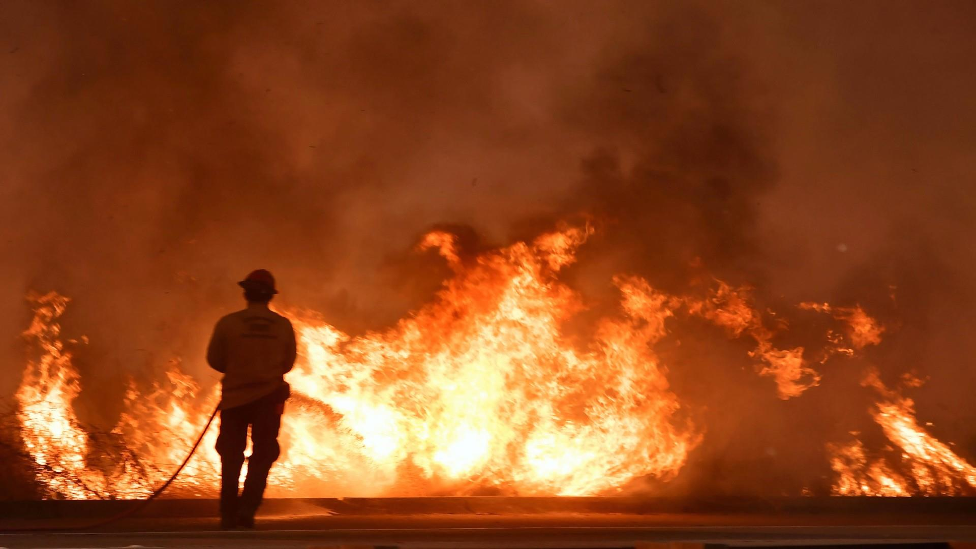 6 wildfires rage in Southern California