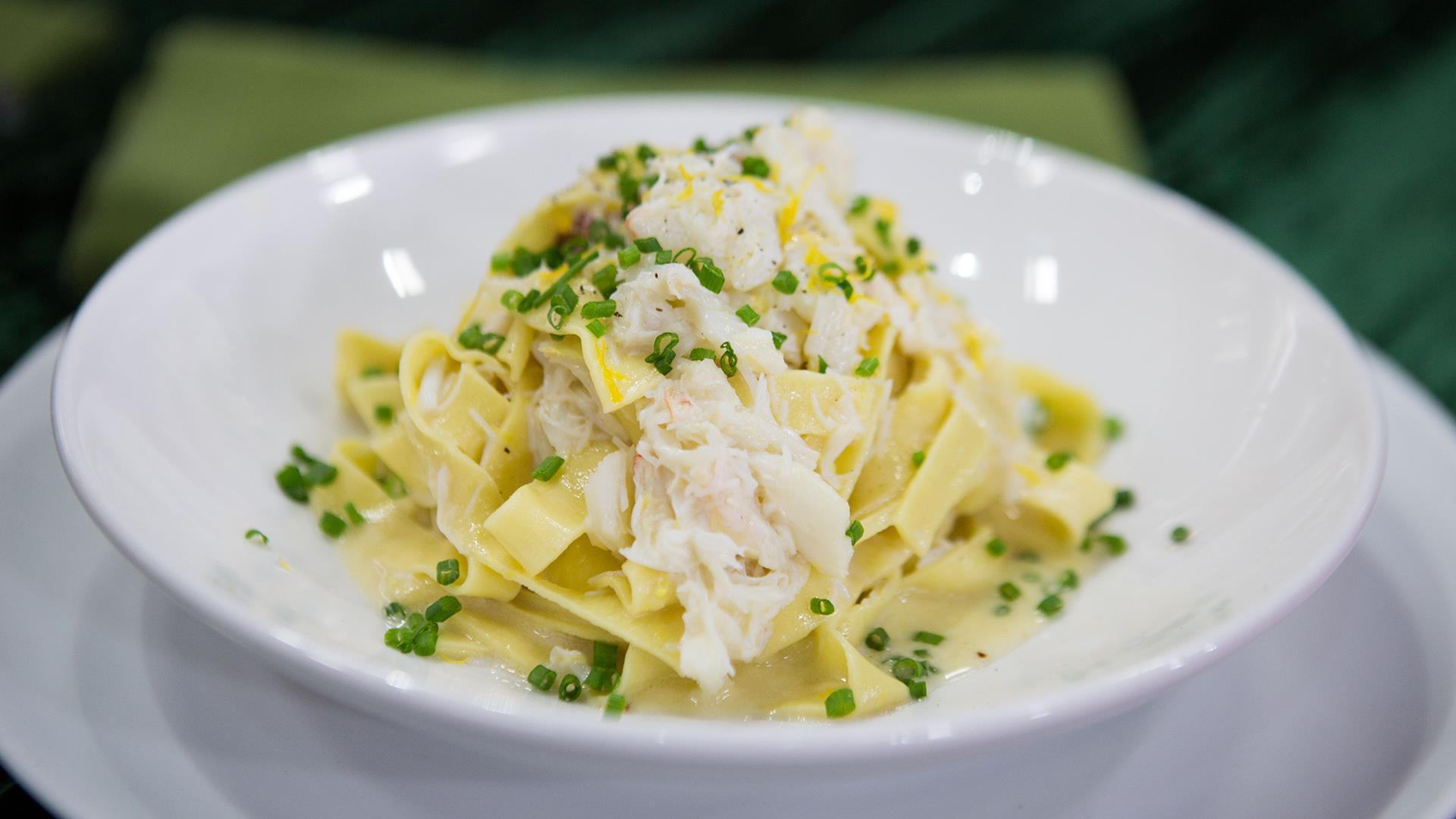Make fresh fettuccine with crab for a christmas eve feast for Feast of the seven fishes giada