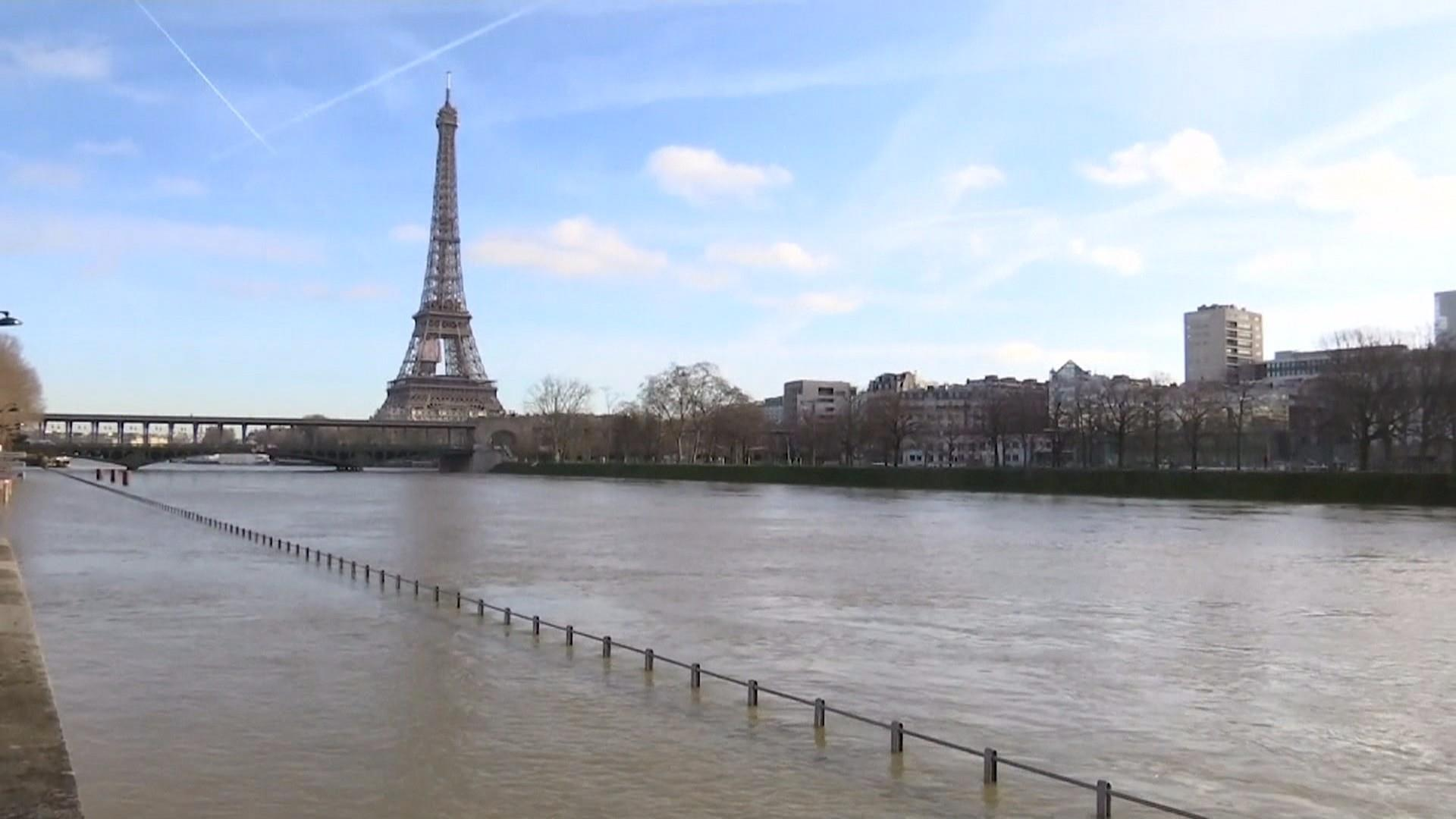 paris streets are flooded as river seine nears record rise. Black Bedroom Furniture Sets. Home Design Ideas