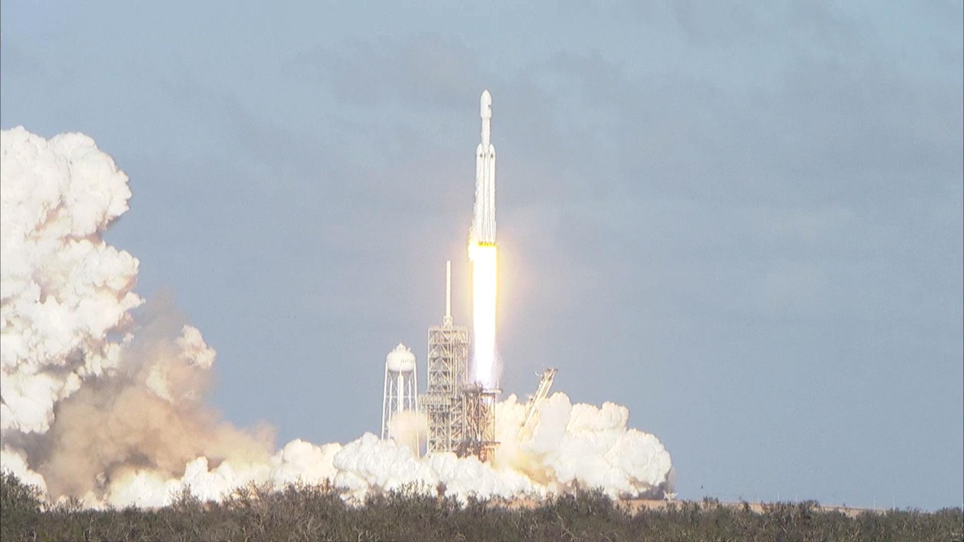 Watch Spacex S Falcon Heavy Rocket Launch
