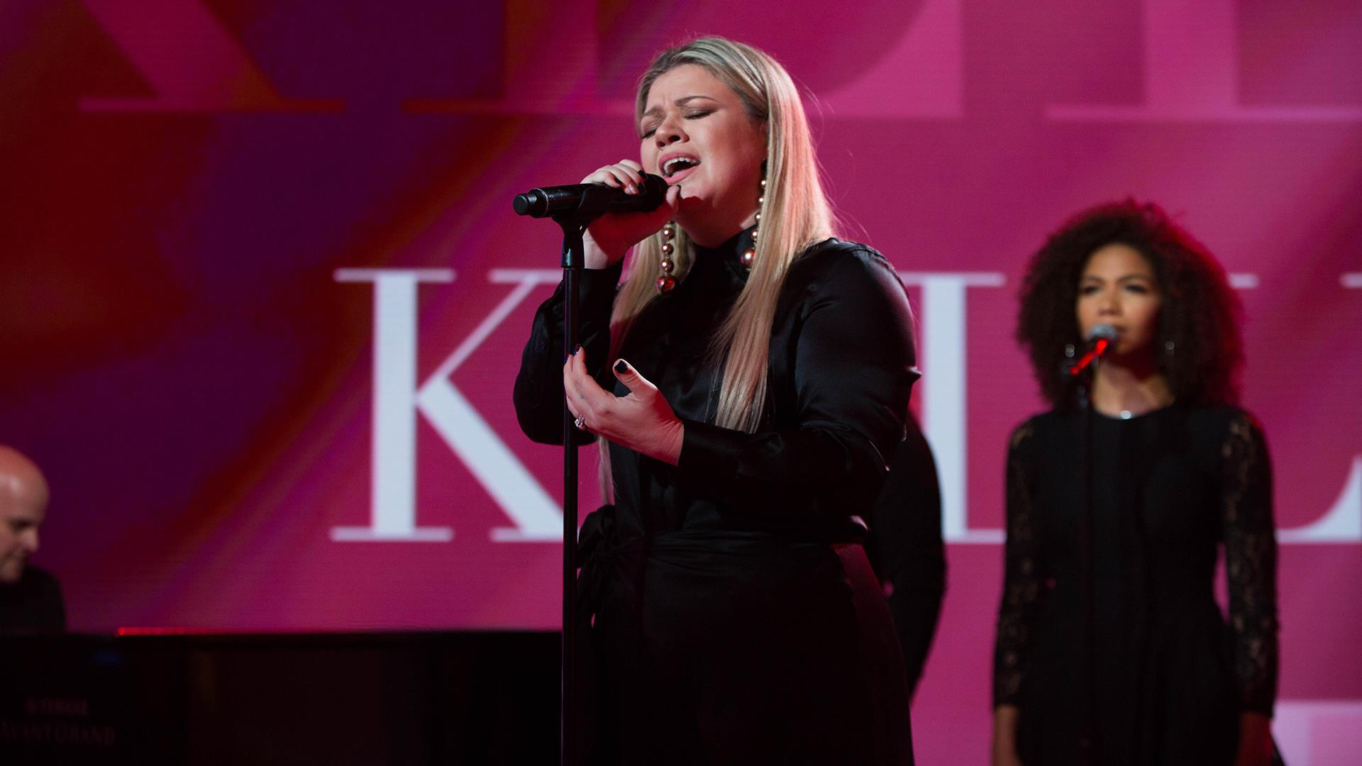 See Kelly Clarkson perform \'I Don\'t Think About You\' live on TODAY