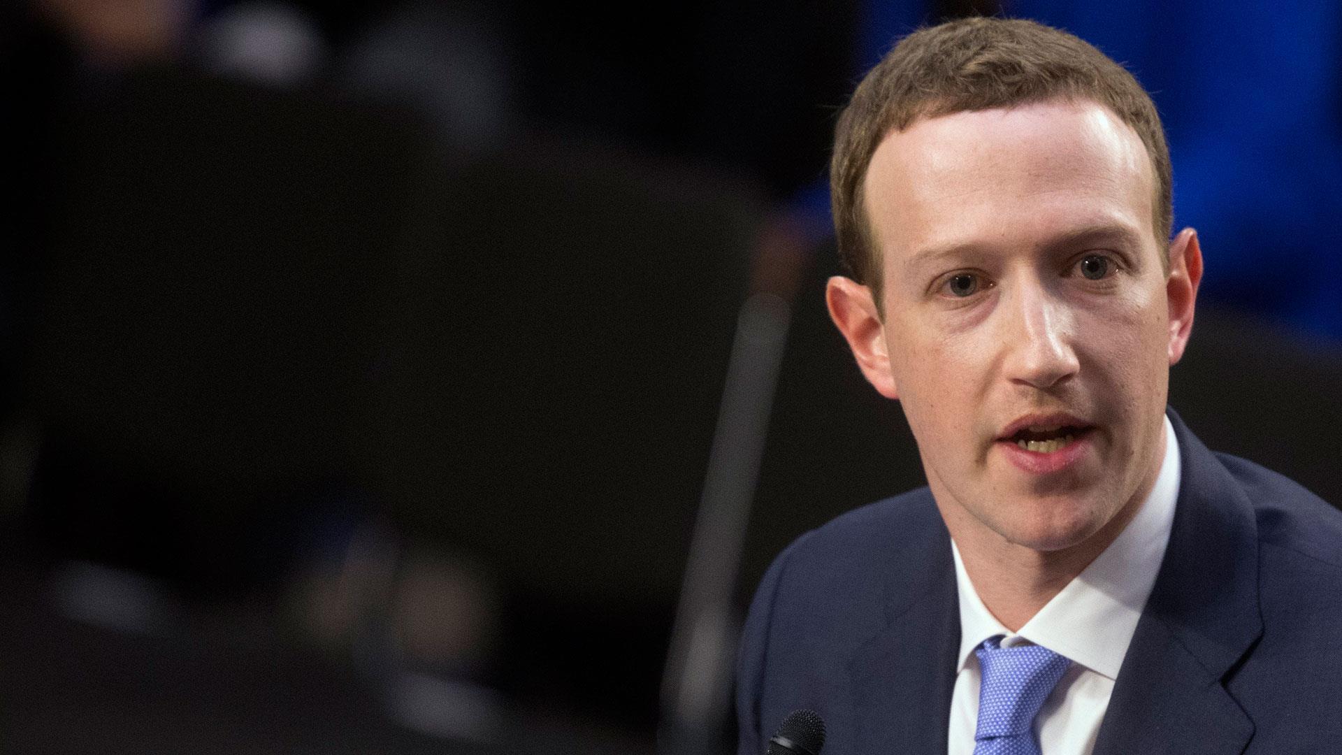 Mark Zuckerberg Senate Hearing Kamala Harris Drills Down On Why Facebook Didn T Tell Users About Cambridge Analytica