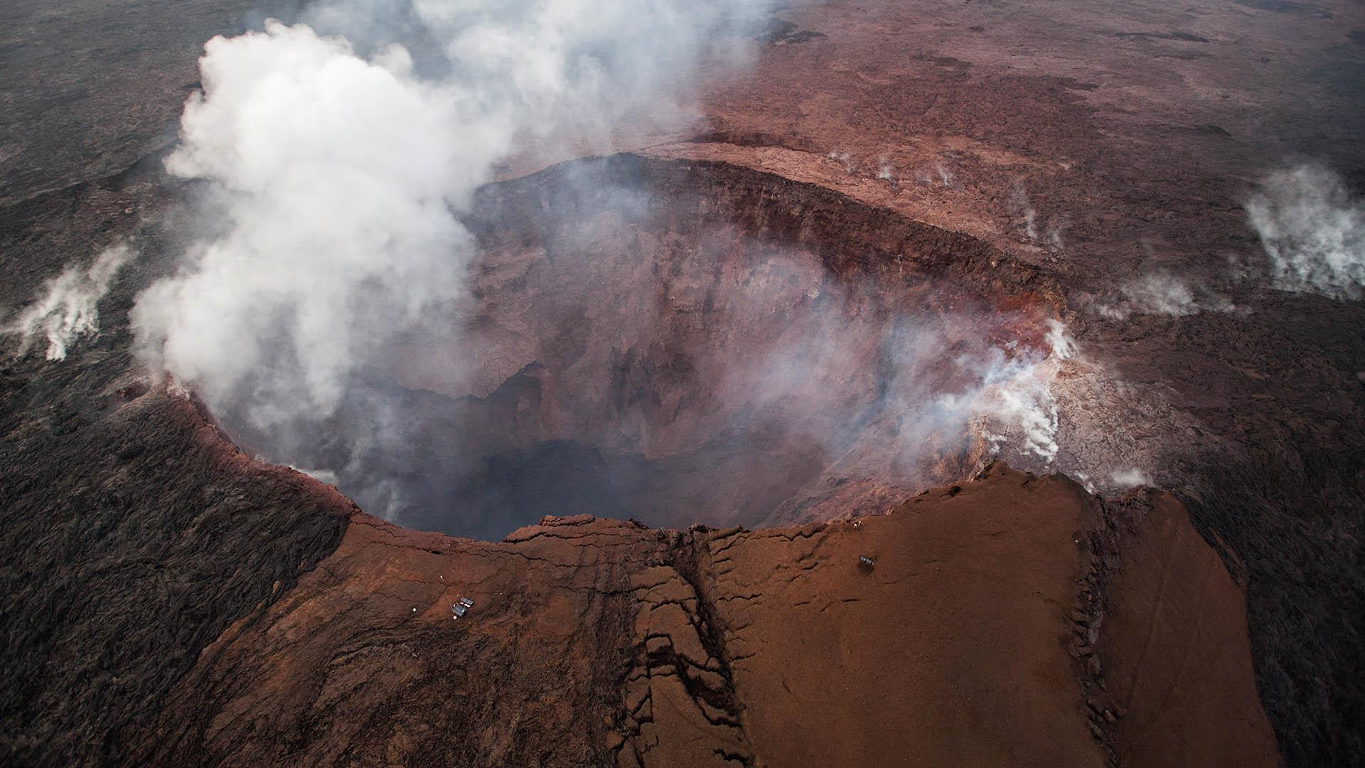 Boulders the size of microwave ovens are hurled from Hawaiian volcano