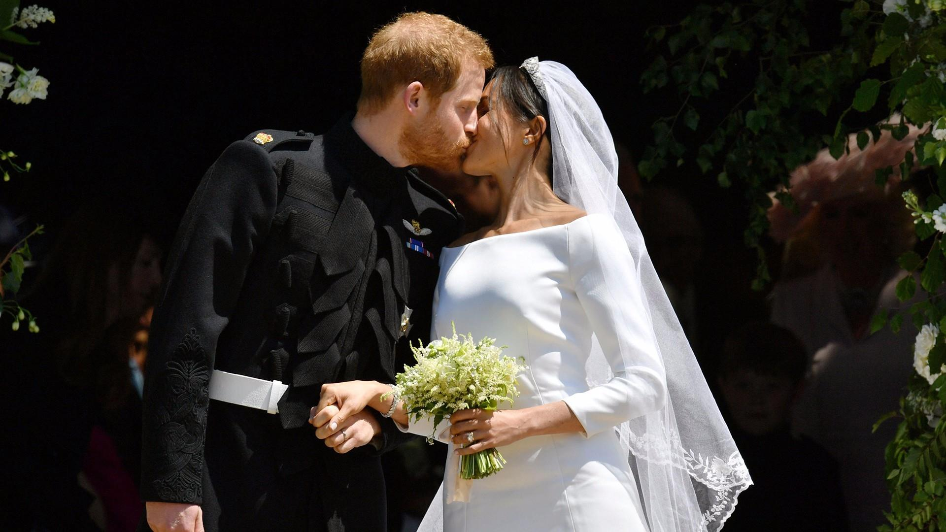meghan markle stuns in 2nd wedding dress of the day see prince harry and meghan s kiss on the chapel steps