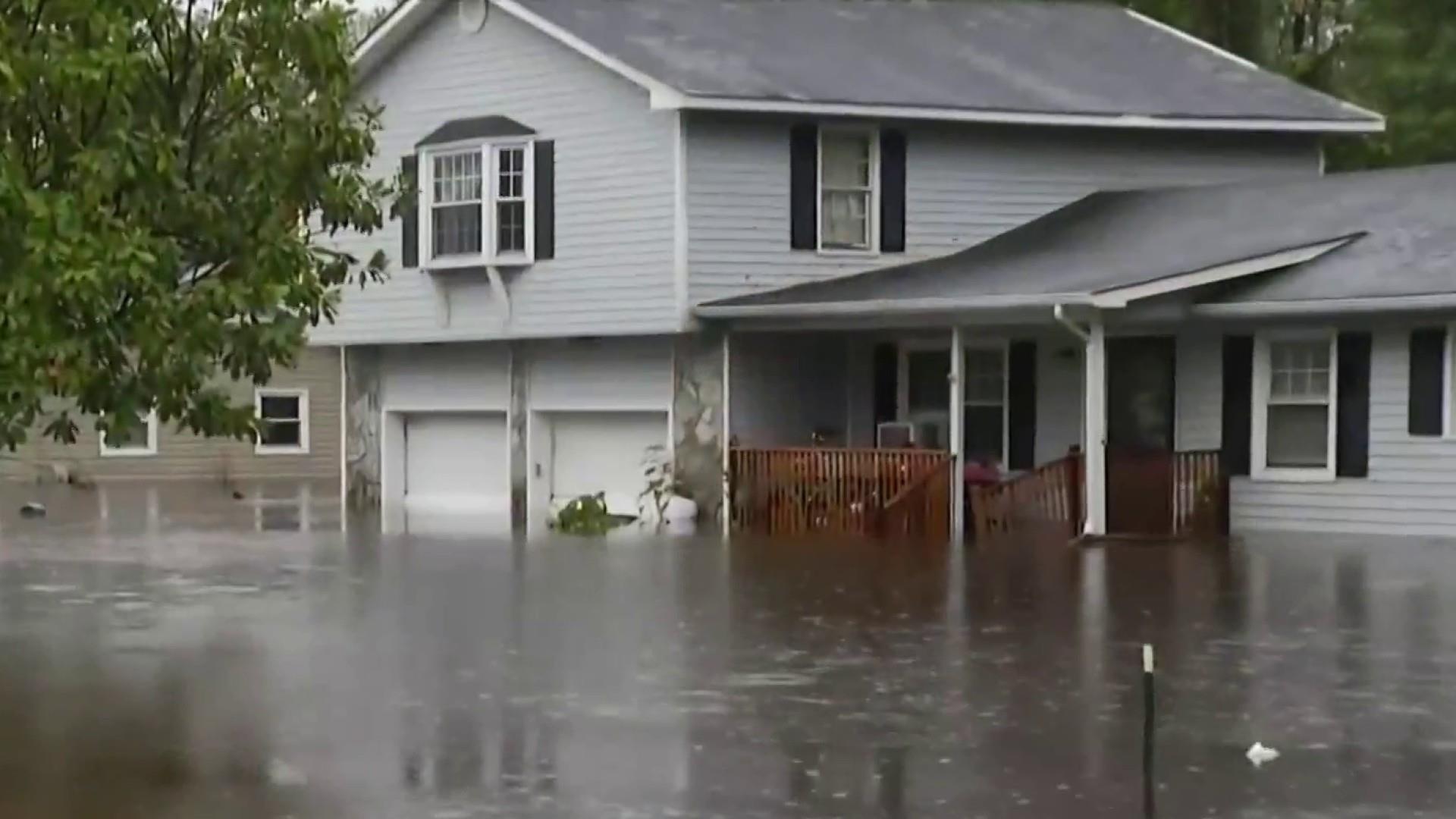Record rainfall drenches Carolinas