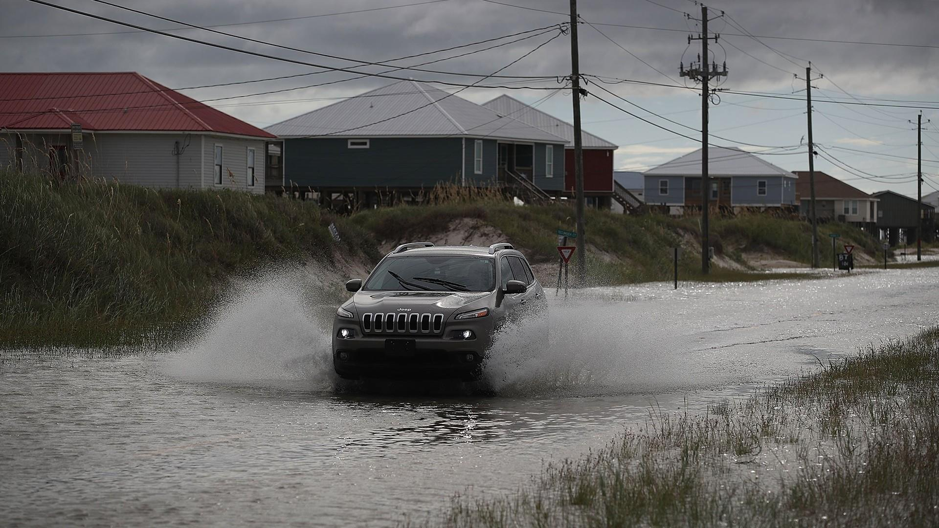 Tropical Storm Gordon heads for landfall along Mississippi coast