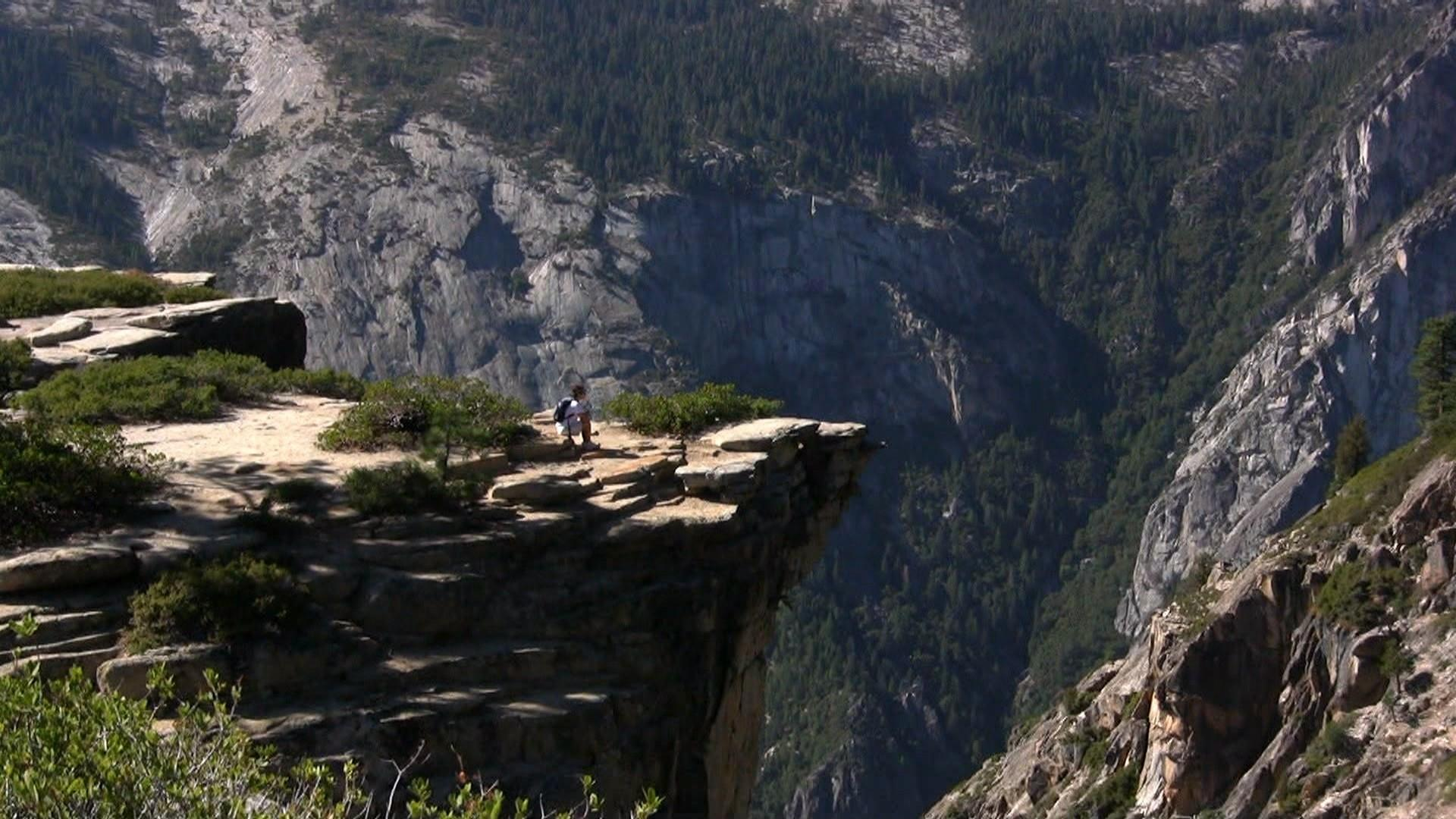 2 Yosemite cliff visitors fall to deaths at overlook